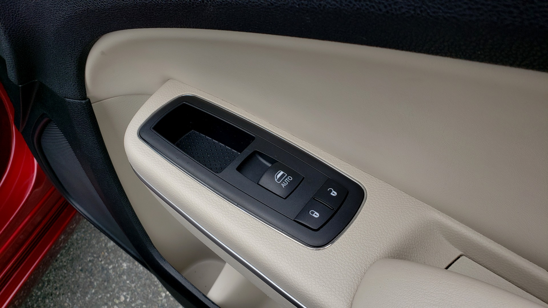 Used 2019 Chrysler 300 LIMITED / 3.6L V6 / 8-SPD AUTO / LEATHER / REARVIEW for sale Sold at Formula Imports in Charlotte NC 28227 67
