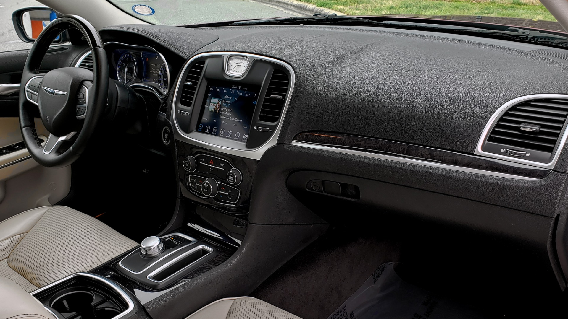 Used 2019 Chrysler 300 LIMITED / 3.6L V6 / 8-SPD AUTO / LEATHER / REARVIEW for sale Sold at Formula Imports in Charlotte NC 28227 71