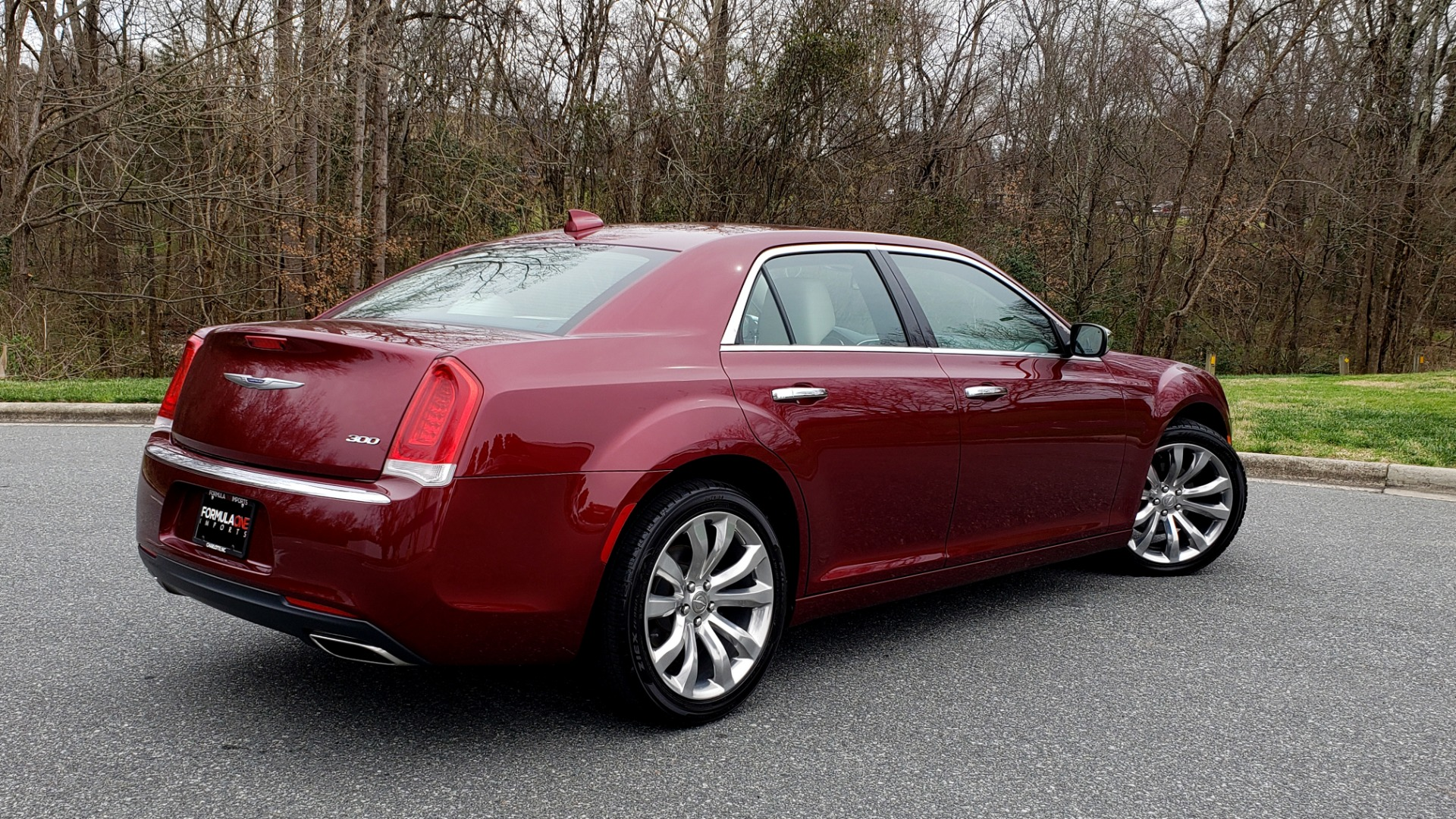 Used 2019 Chrysler 300 LIMITED / 3.6L V6 / 8-SPD AUTO / LEATHER / REARVIEW for sale Sold at Formula Imports in Charlotte NC 28227 9