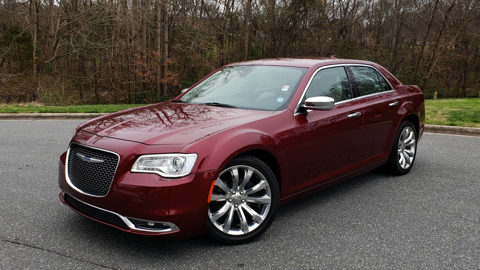 Used 2019 Chrysler 300 LIMITED / 3.6L V6 / 8-SPD AUTO / LEATHER / REARVIEW for sale Sold at Formula Imports in Charlotte NC 28227 1