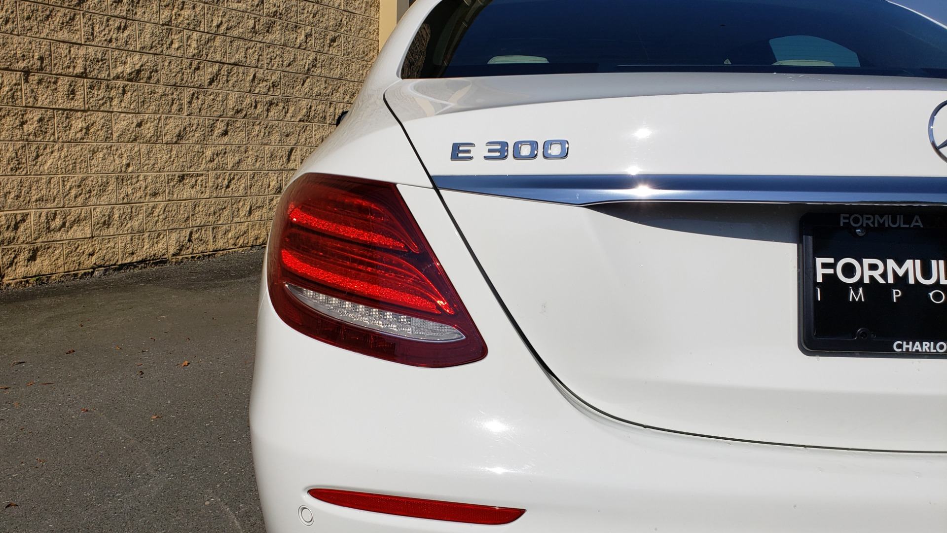 Used 2017 Mercedes-Benz E-Class E 300 PREMIUM / RWD / NAV / SNF / PARKING PILOT / REARVIEW / BURMESTER for sale Sold at Formula Imports in Charlotte NC 28227 17