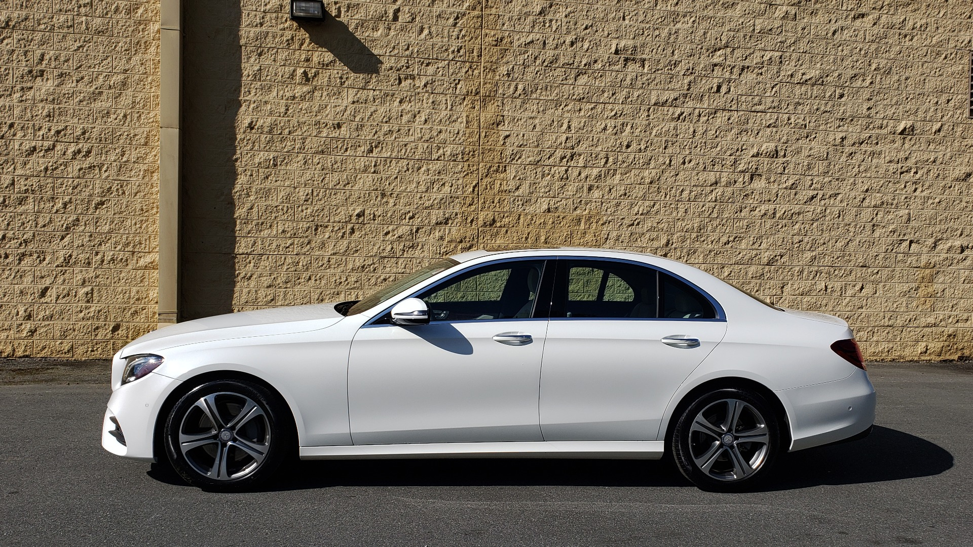 Used 2017 Mercedes-Benz E-Class E 300 PREMIUM / RWD / NAV / SNF / PARKING PILOT / REARVIEW / BURMESTER for sale Sold at Formula Imports in Charlotte NC 28227 2