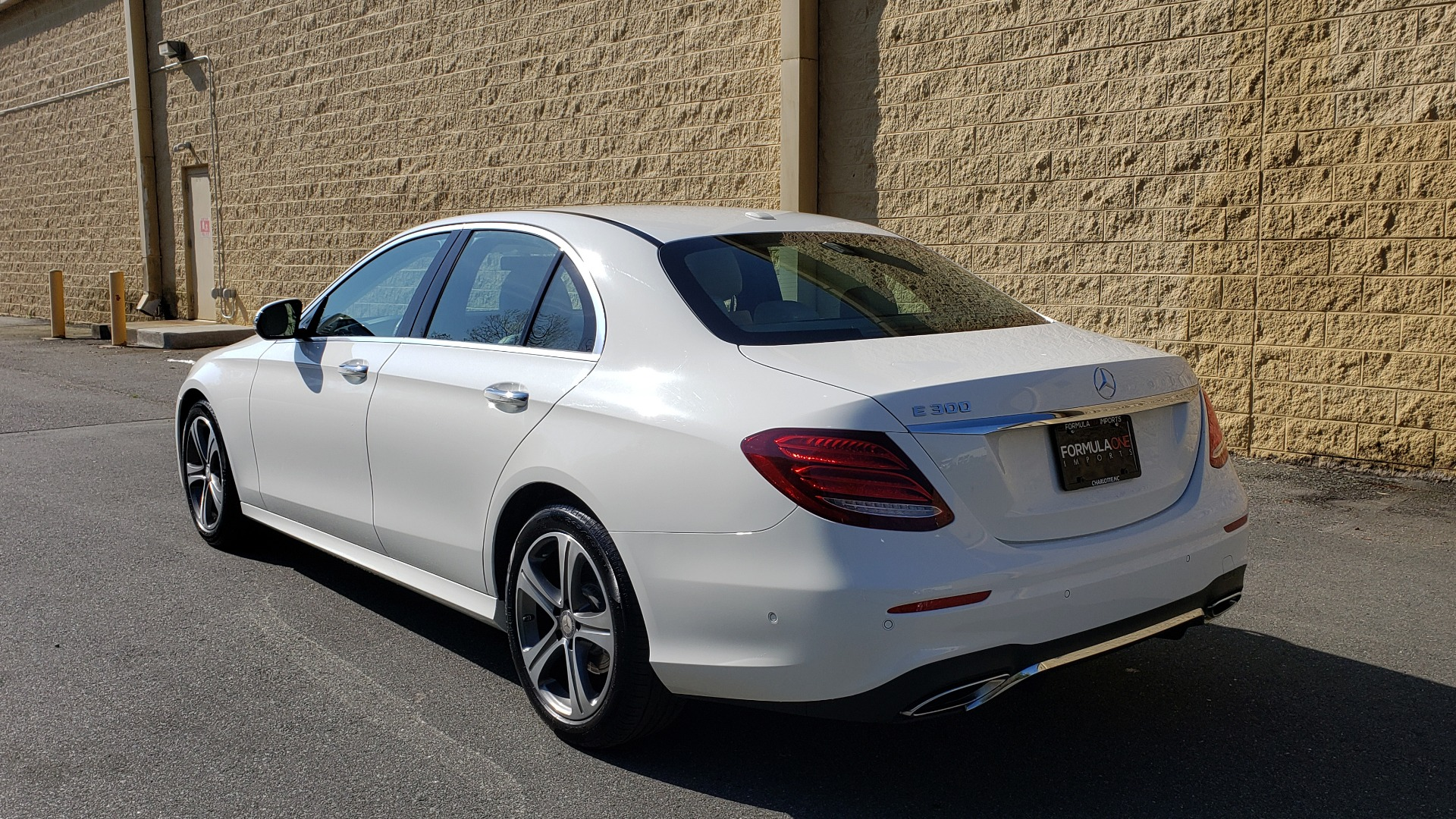 Used 2017 Mercedes-Benz E-Class E 300 PREMIUM / RWD / NAV / SNF / PARKING PILOT / REARVIEW / BURMESTER for sale Sold at Formula Imports in Charlotte NC 28227 3