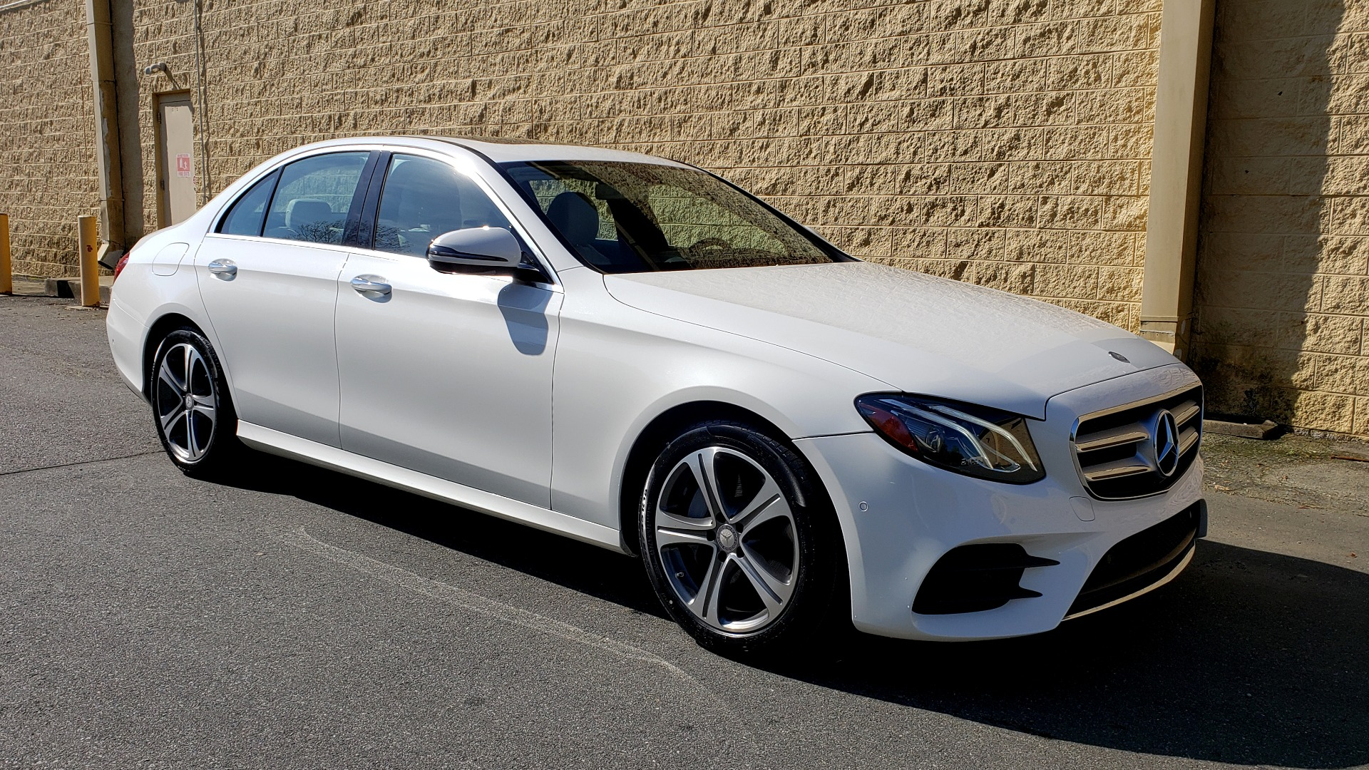 Used 2017 Mercedes-Benz E-Class E 300 PREMIUM / RWD / NAV / SNF / PARKING PILOT / REARVIEW / BURMESTER for sale Sold at Formula Imports in Charlotte NC 28227 4