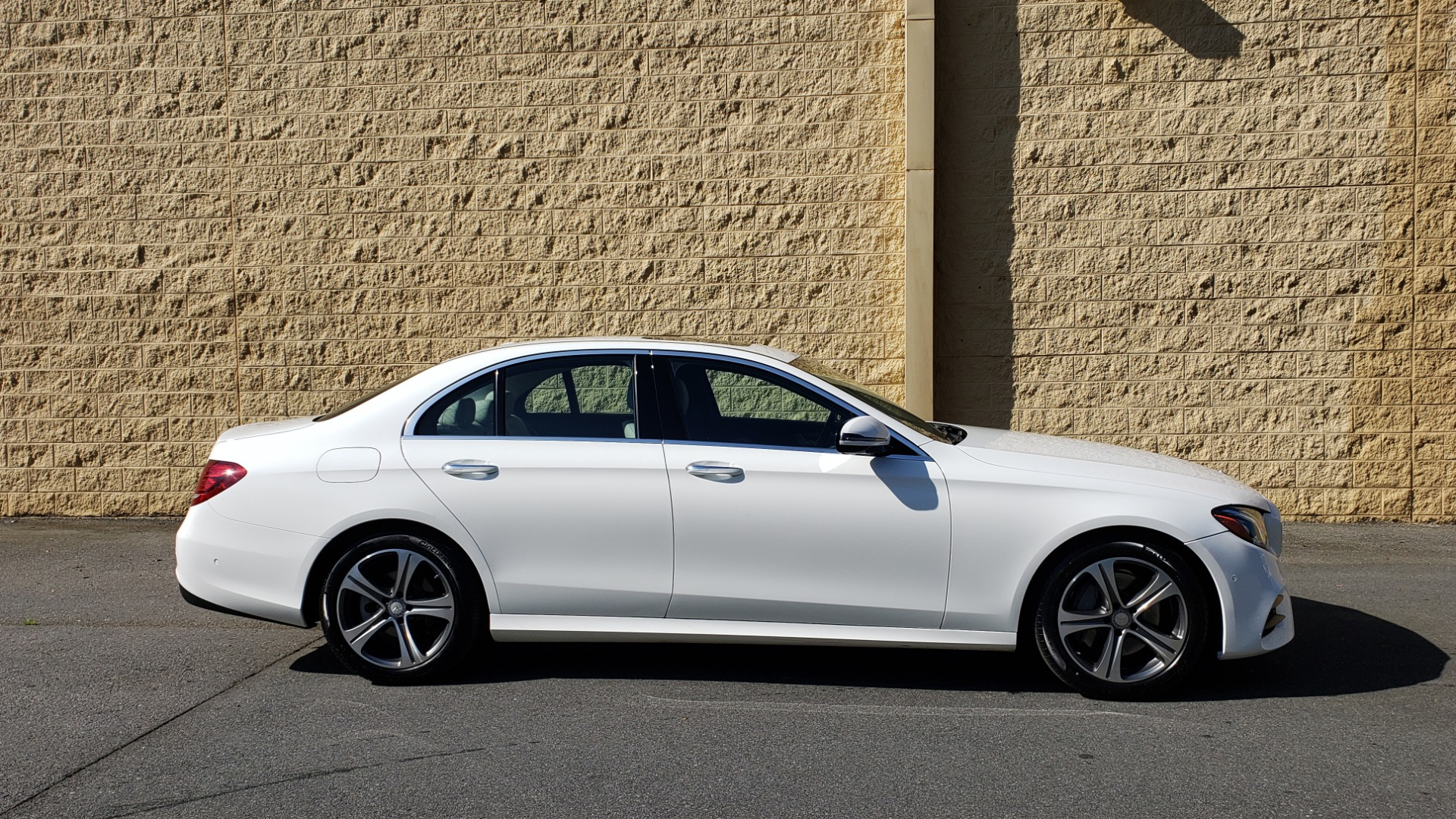 Used 2017 Mercedes-Benz E-Class E 300 PREMIUM / RWD / NAV / SNF / PARKING PILOT / REARVIEW / BURMESTER for sale Sold at Formula Imports in Charlotte NC 28227 5