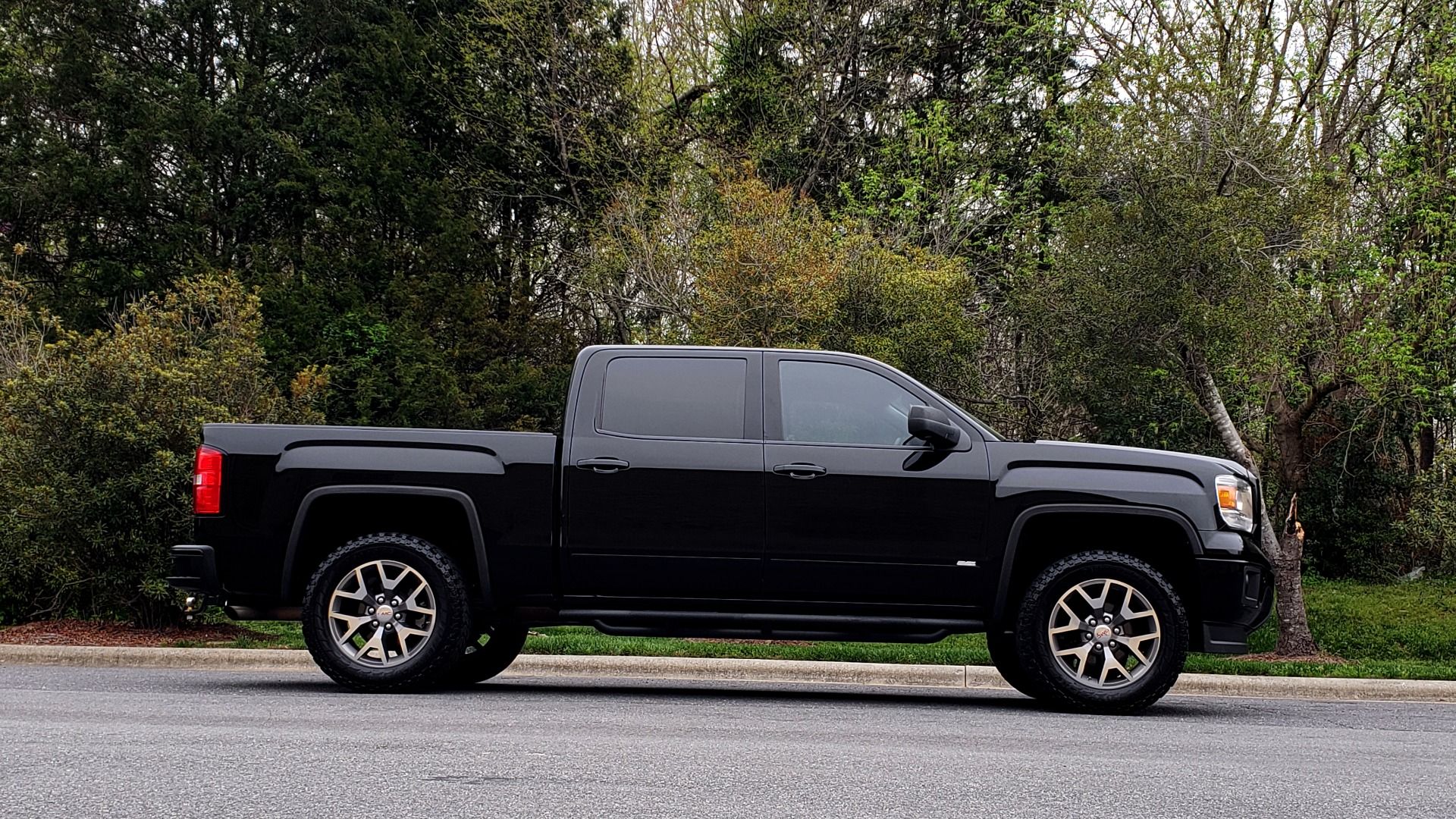 Used 2015 GMC SIERRA 1500 SLT 4WD CREW CAB / 6.2L V8 / NAV / BOSE / REARVIEW for sale Sold at Formula Imports in Charlotte NC 28227 5
