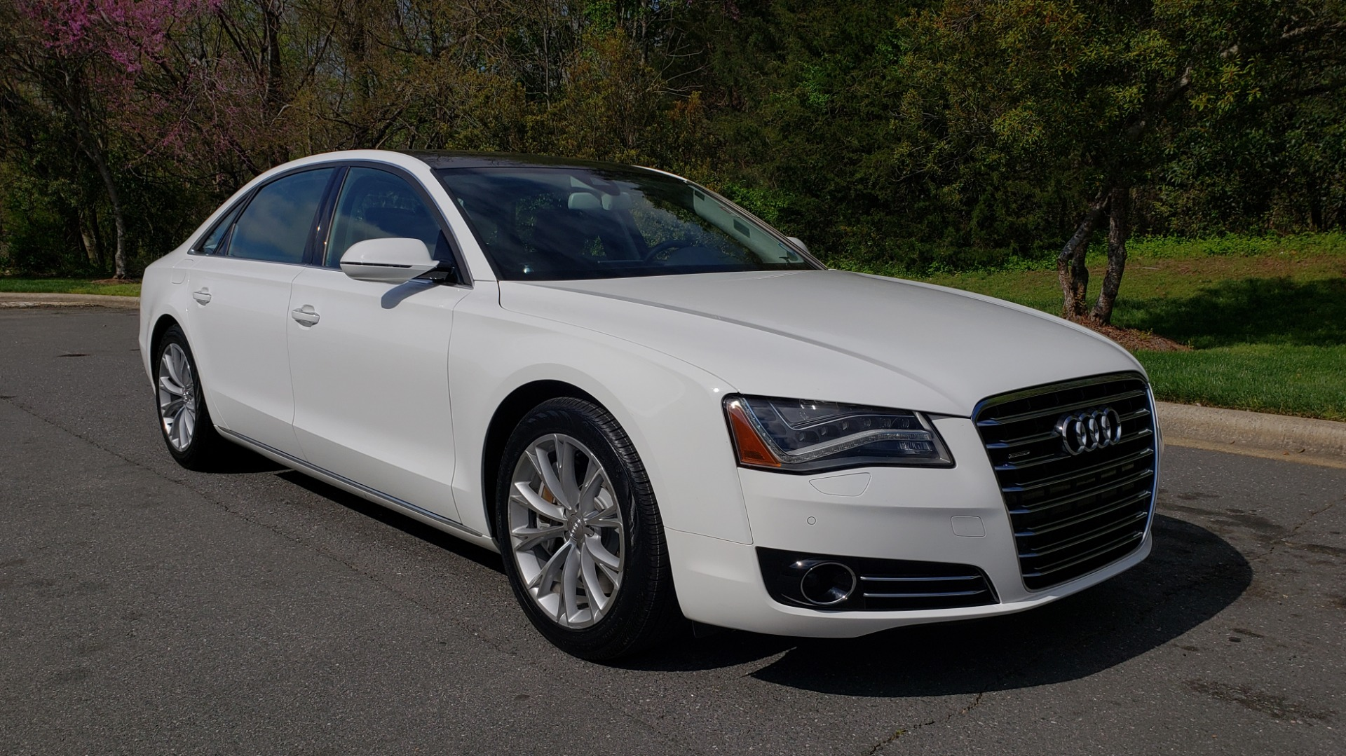 Used 2011 Audi A8 L QUATTRO / NAV / PANO-ROOF / REARVIEW / BSM / B&O SND for sale Sold at Formula Imports in Charlotte NC 28227 4