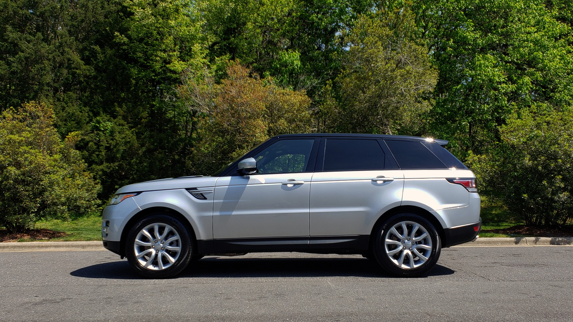 Used 2017 Land Rover RANGE ROVER SPORT HSE / SC V6 / 4X4 / NAV / PANO-ROOF / REARVIEW for sale Sold at Formula Imports in Charlotte NC 28227 2
