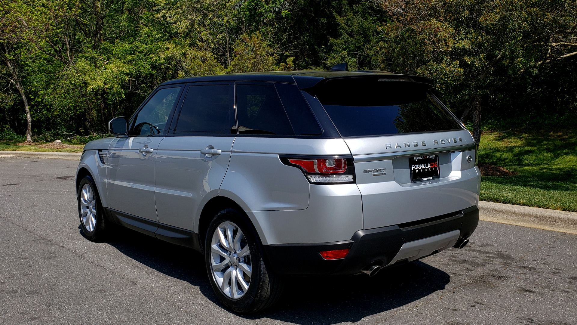 Used 2017 Land Rover RANGE ROVER SPORT HSE / SC V6 / 4X4 / NAV / PANO-ROOF / REARVIEW for sale $43,995 at Formula Imports in Charlotte NC 28227 3