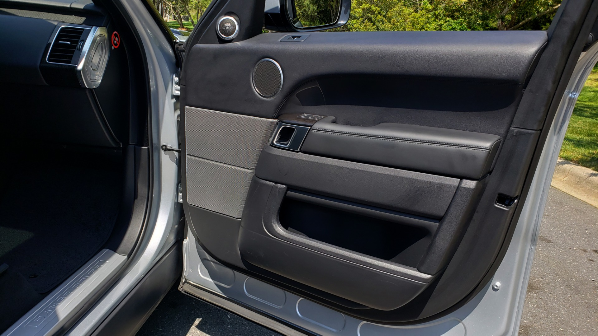 Used 2017 Land Rover RANGE ROVER SPORT HSE / SC V6 / 4X4 / NAV / PANO-ROOF / REARVIEW for sale $43,995 at Formula Imports in Charlotte NC 28227 31