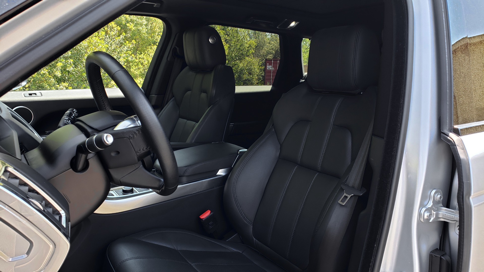 Used 2017 Land Rover RANGE ROVER SPORT HSE / SC V6 / 4X4 / NAV / PANO-ROOF / REARVIEW for sale $43,995 at Formula Imports in Charlotte NC 28227 37
