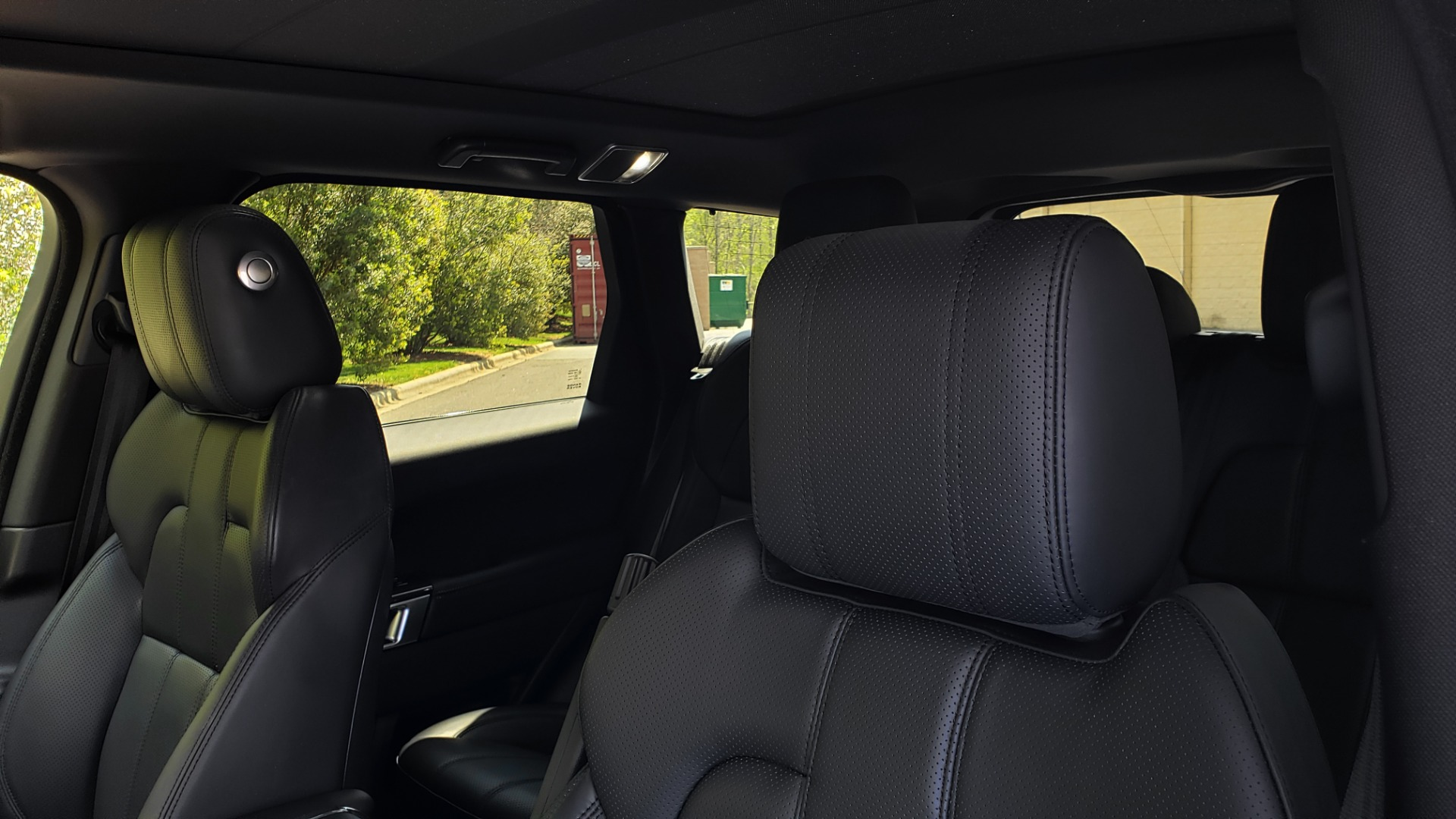Used 2017 Land Rover RANGE ROVER SPORT HSE / SC V6 / 4X4 / NAV / PANO-ROOF / REARVIEW for sale $43,995 at Formula Imports in Charlotte NC 28227 38