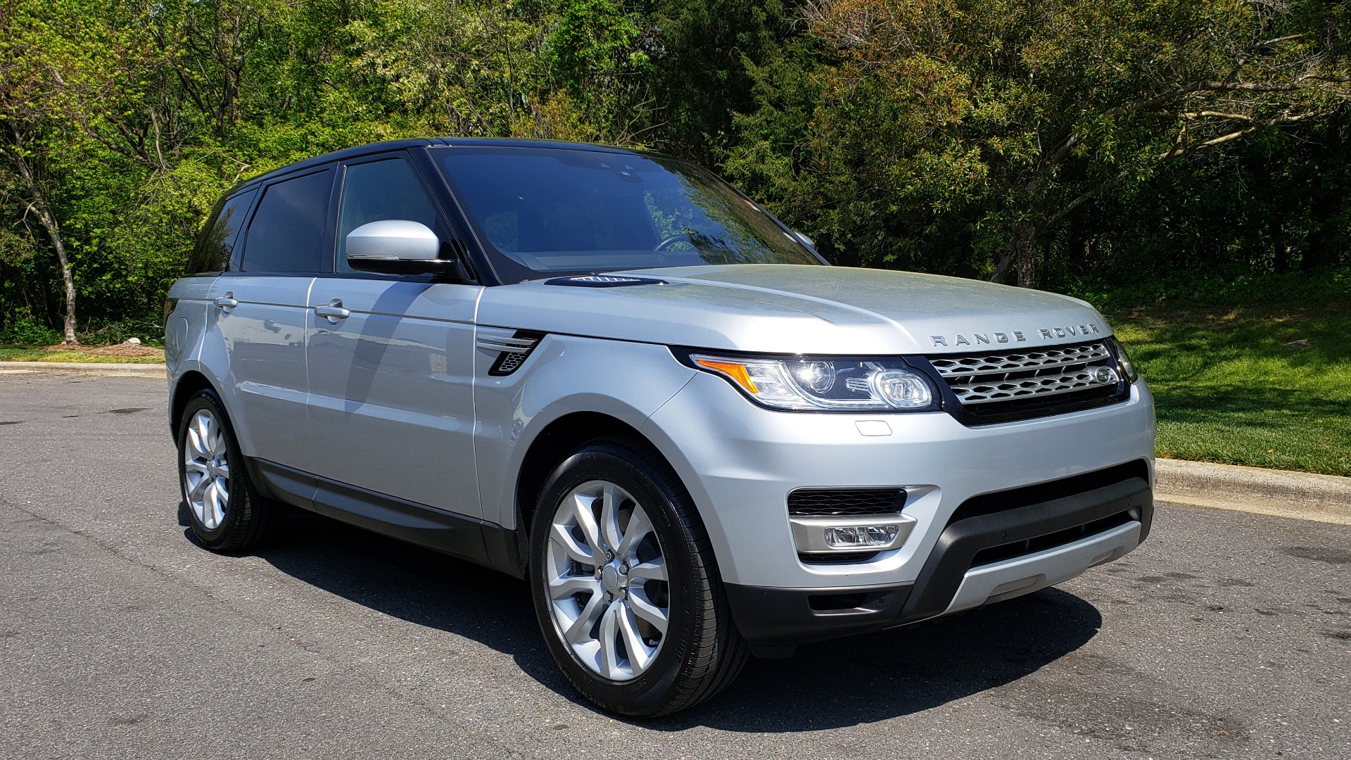 Used 2017 Land Rover RANGE ROVER SPORT HSE / SC V6 / 4X4 / NAV / PANO-ROOF / REARVIEW for sale Sold at Formula Imports in Charlotte NC 28227 4