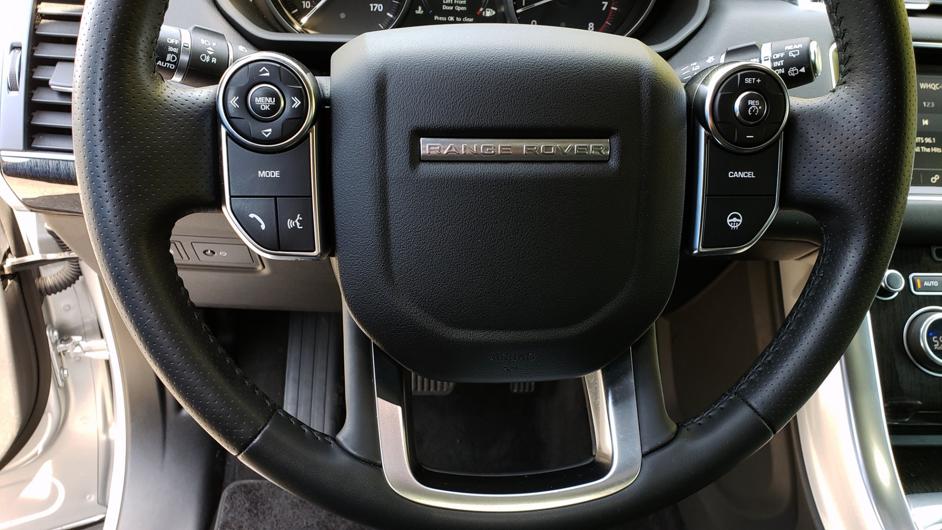 Used 2017 Land Rover RANGE ROVER SPORT HSE / SC V6 / 4X4 / NAV / PANO-ROOF / REARVIEW for sale $43,995 at Formula Imports in Charlotte NC 28227 40