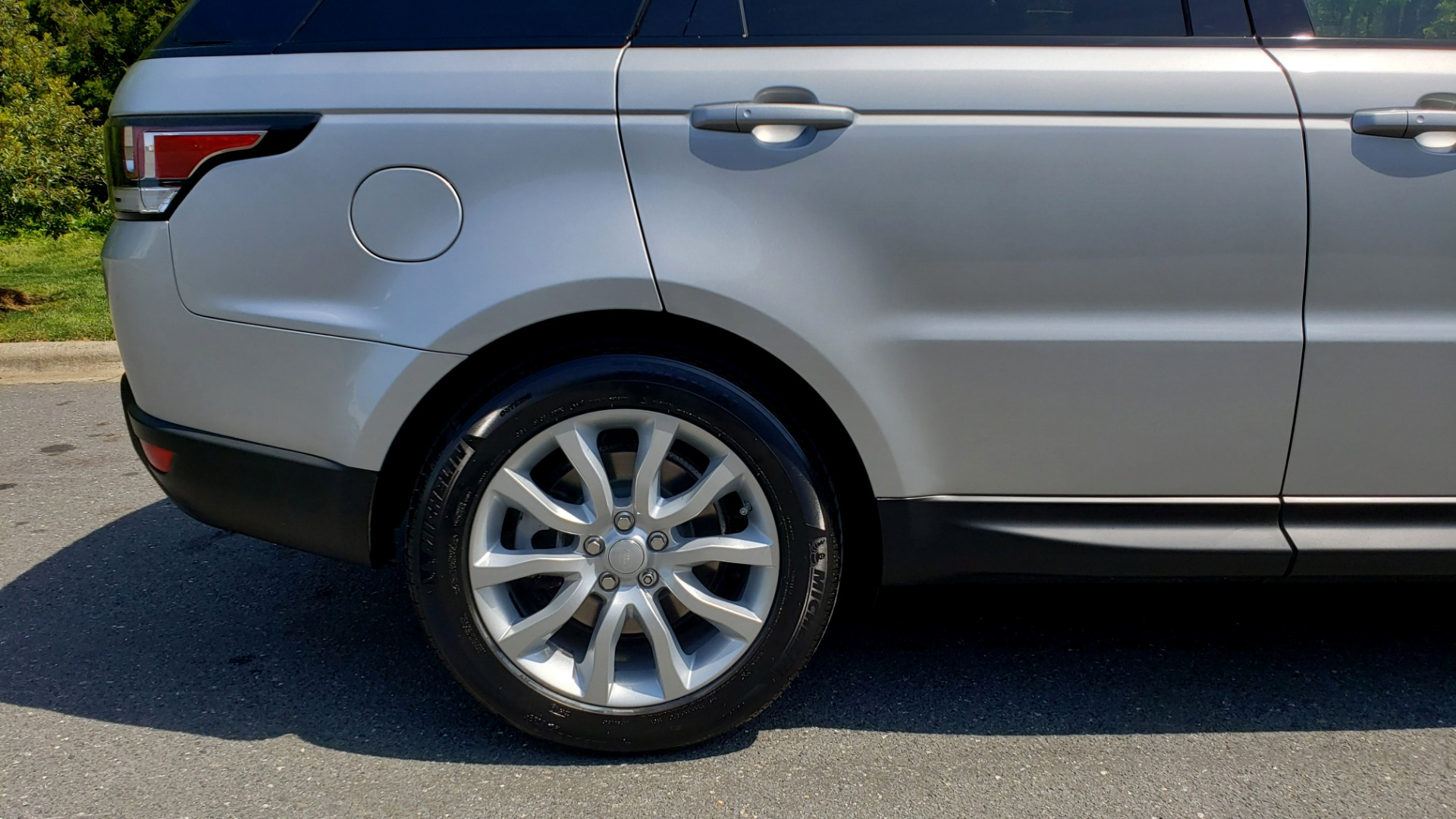 Used 2017 Land Rover RANGE ROVER SPORT HSE / SC V6 / 4X4 / NAV / PANO-ROOF / REARVIEW for sale $43,995 at Formula Imports in Charlotte NC 28227 84