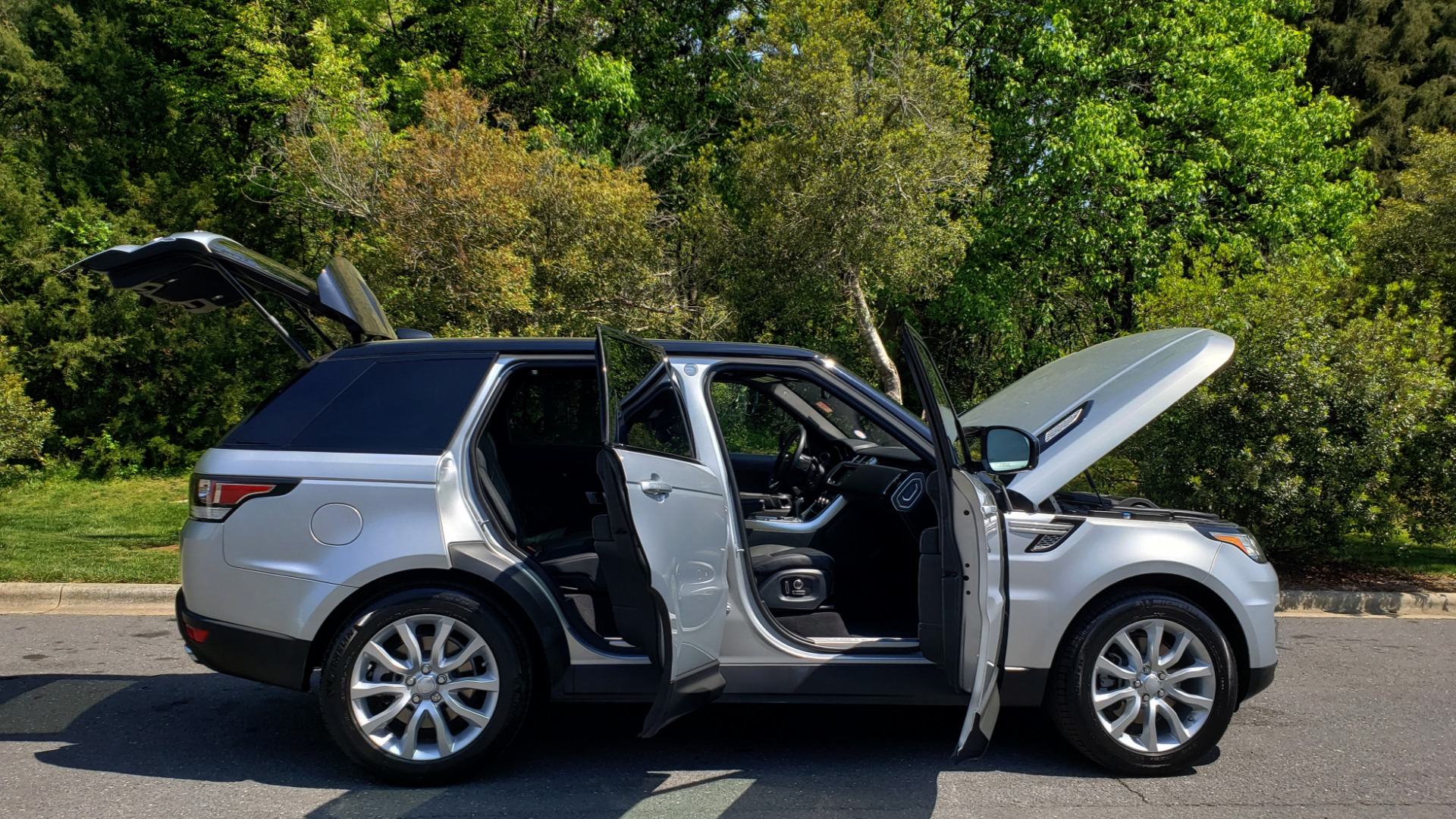 Used 2017 Land Rover RANGE ROVER SPORT HSE / SC V6 / 4X4 / NAV / PANO-ROOF / REARVIEW for sale $43,995 at Formula Imports in Charlotte NC 28227 9