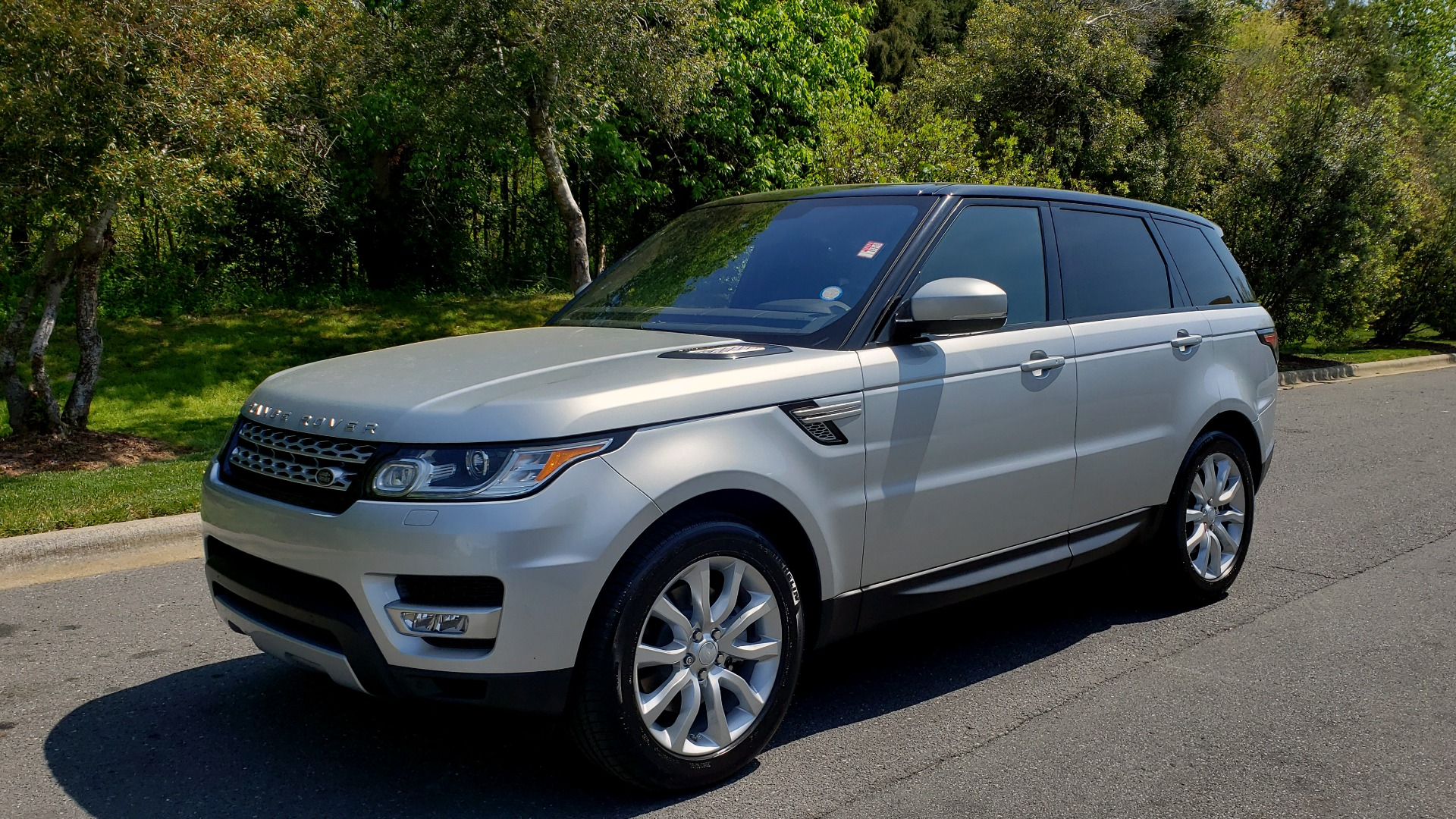 Used 2017 Land Rover RANGE ROVER SPORT HSE / SC V6 / 4X4 / NAV / PANO-ROOF / REARVIEW for sale $43,995 at Formula Imports in Charlotte NC 28227 1