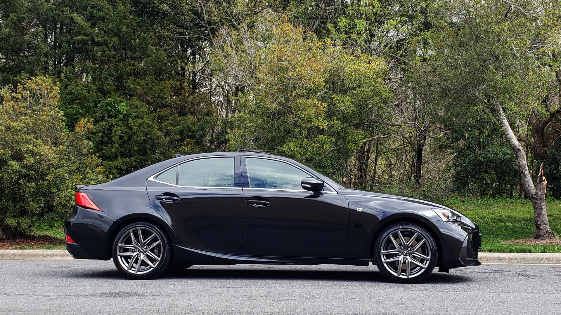 Used 2017 Lexus IS 300 F SPORT AWD / NAV / SUNROOF / REARVIEW / VENT SEATS / BSM for sale Sold at Formula Imports in Charlotte NC 28227 5