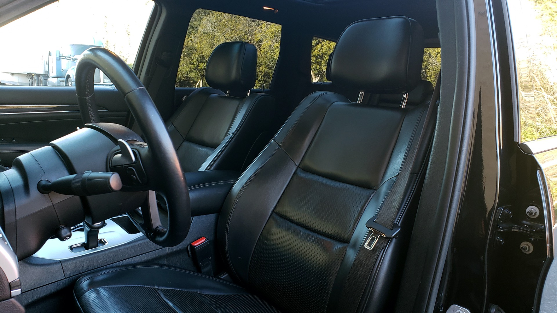 Used 2015 Jeep GRAND CHEROKEE HIGH ALTITUDE / NAV / SUNROOF / REARVIEW / TOW PKG for sale Sold at Formula Imports in Charlotte NC 28227 28