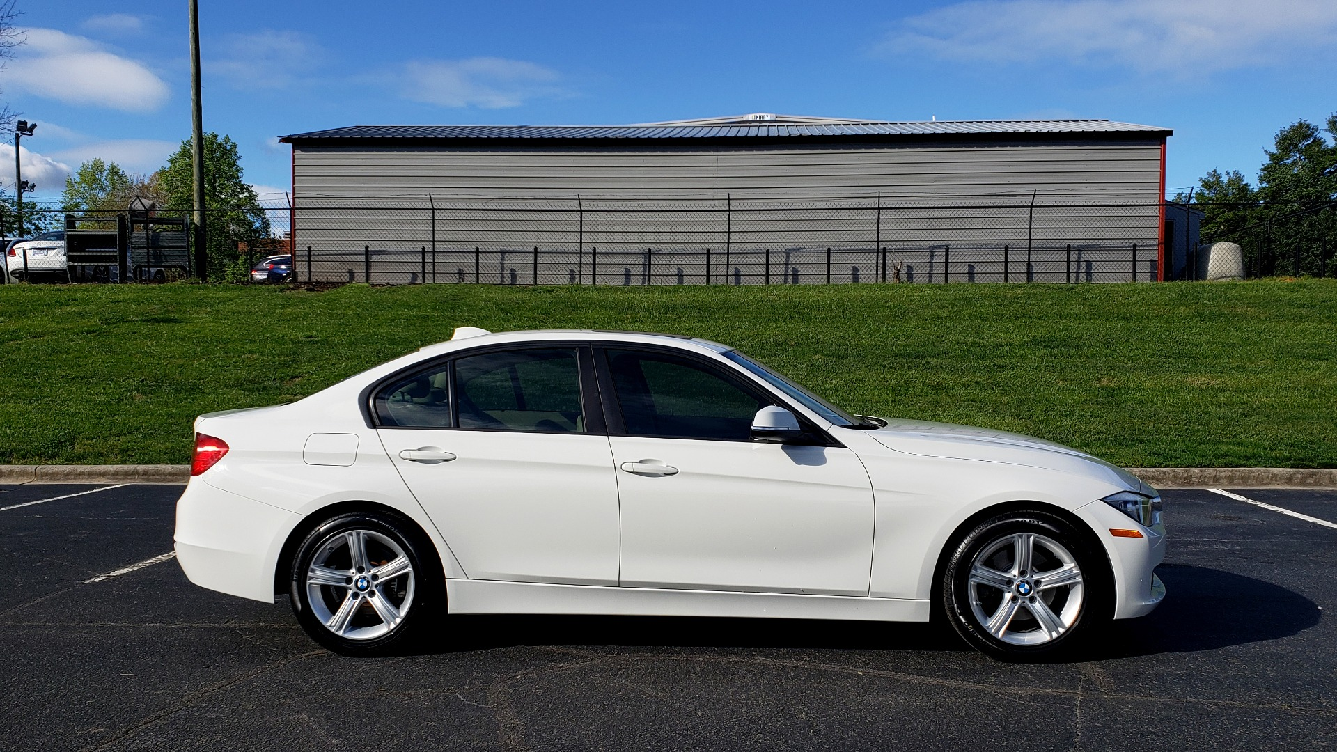 Used 2013 BMW 3 SERIES 328I PREMIUM / SUNROOF / COMFORT ACCESS KEY / SAT RADIO for sale Sold at Formula Imports in Charlotte NC 28227 5