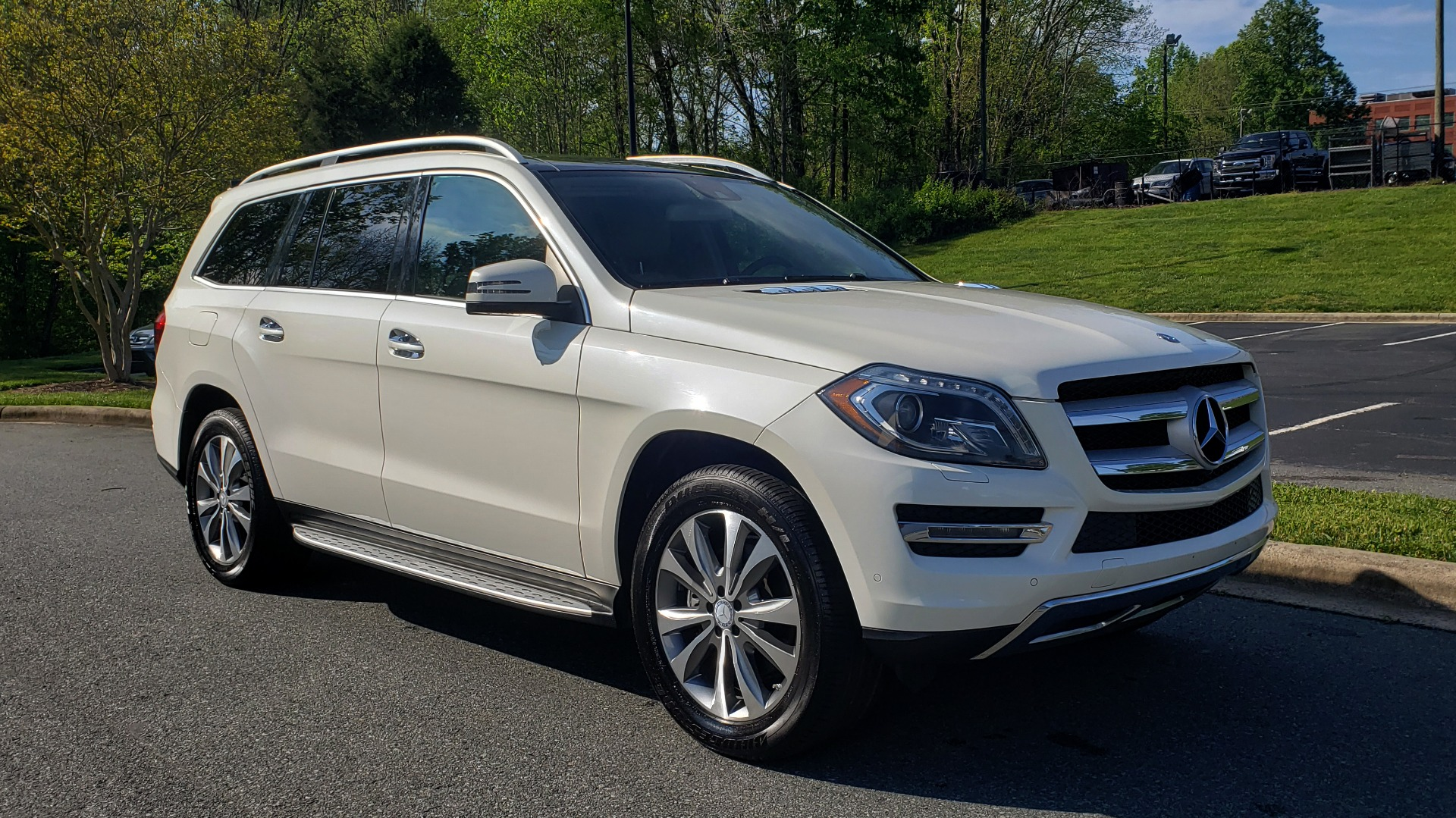 Used 2014 Mercedes-Benz GL-Class GL 450 PREMIUM / NAV / SUNROOF / 3-ROW / REARVIEW for sale Sold at Formula Imports in Charlotte NC 28227 4