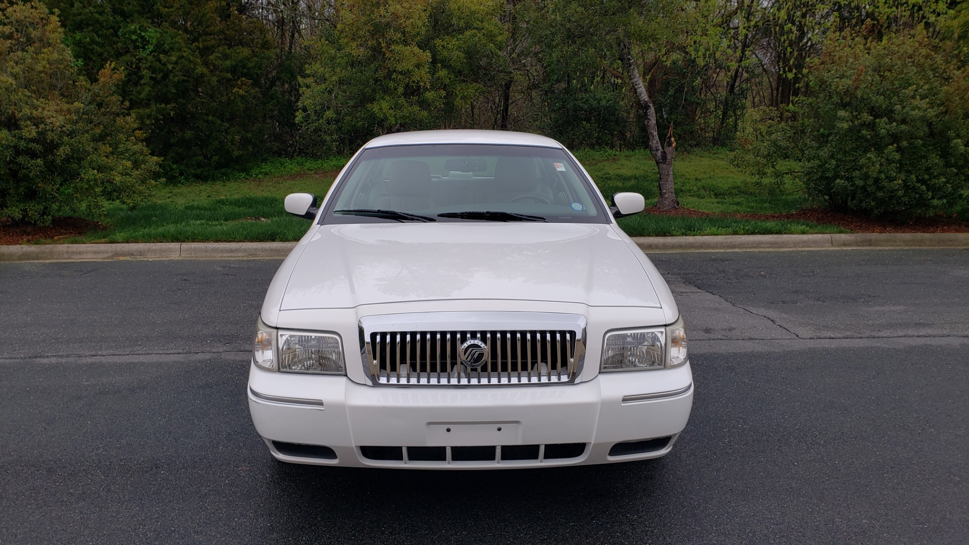 Used 2011 Mercury GRAND MARQUIS LS / 4.6L V8 / 4-SPD AUTO / KEYLESS ENTRY / LOW MILES for sale Sold at Formula Imports in Charlotte NC 28227 16