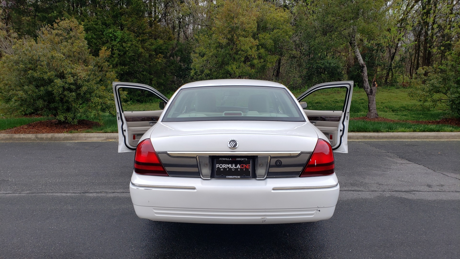 Used 2011 Mercury GRAND MARQUIS LS / 4.6L V8 / 4-SPD AUTO / KEYLESS ENTRY / LOW MILES for sale Sold at Formula Imports in Charlotte NC 28227 24
