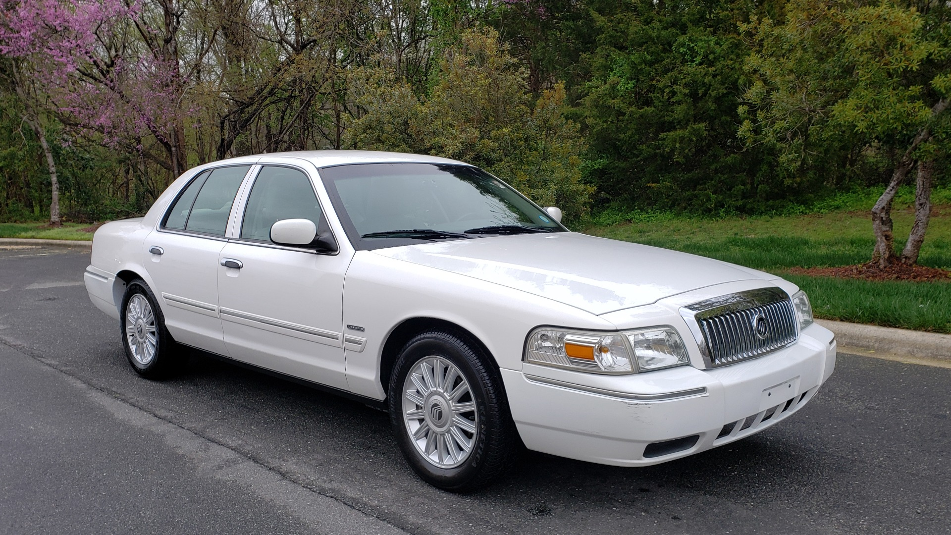 Used 2011 Mercury GRAND MARQUIS LS / 4.6L V8 / 4-SPD AUTO / KEYLESS ENTRY / LOW MILES for sale Sold at Formula Imports in Charlotte NC 28227 4