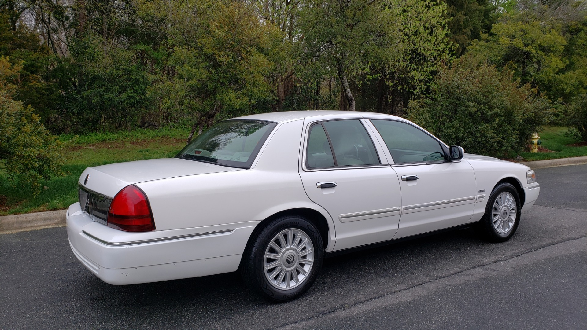 Used 2011 Mercury GRAND MARQUIS LS / 4.6L V8 / 4-SPD AUTO / KEYLESS ENTRY / LOW MILES for sale Sold at Formula Imports in Charlotte NC 28227 6