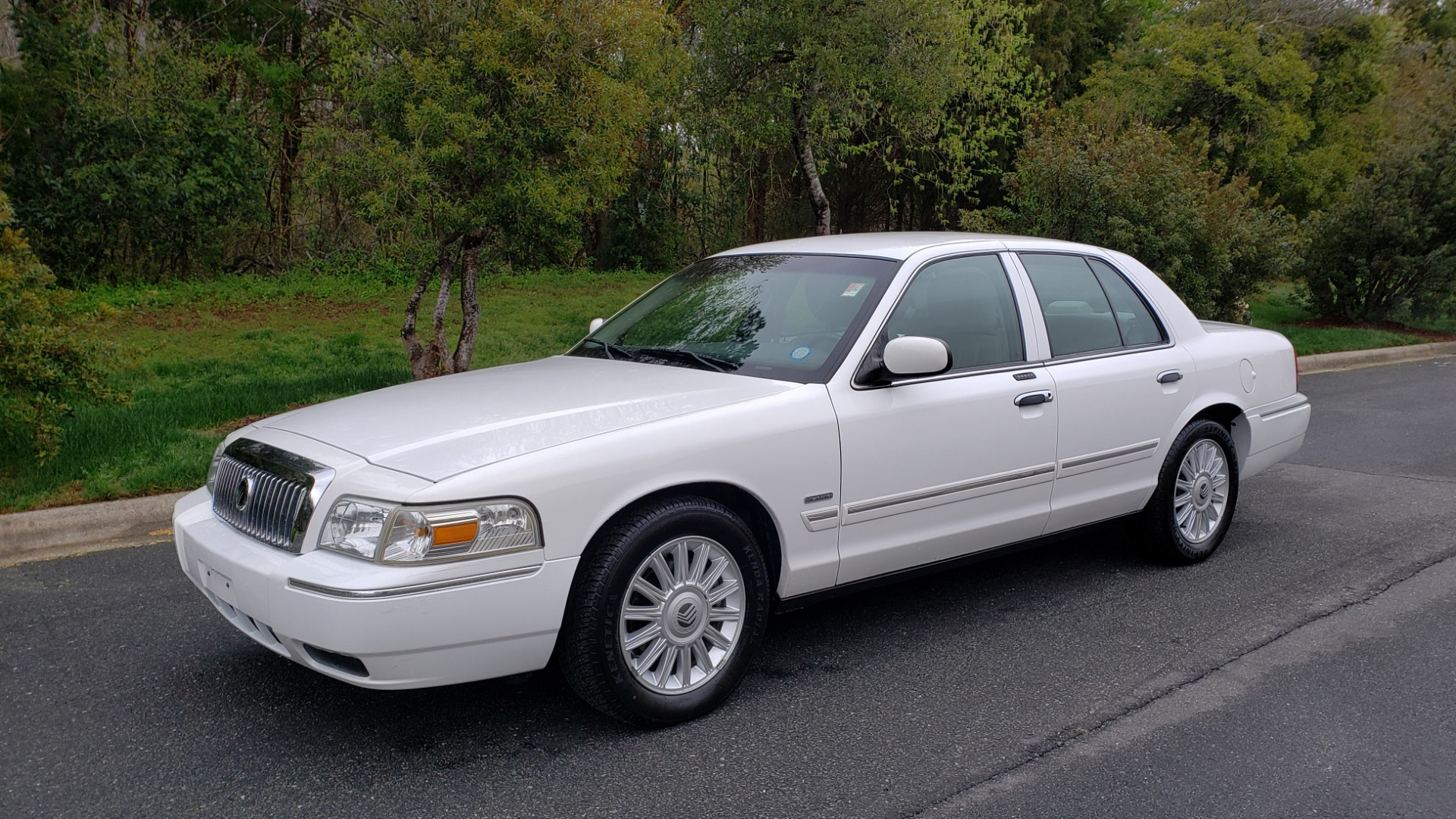 Used 2011 Mercury GRAND MARQUIS LS / 4.6L V8 / 4-SPD AUTO / KEYLESS ENTRY / LOW MILES for sale Sold at Formula Imports in Charlotte NC 28227 1