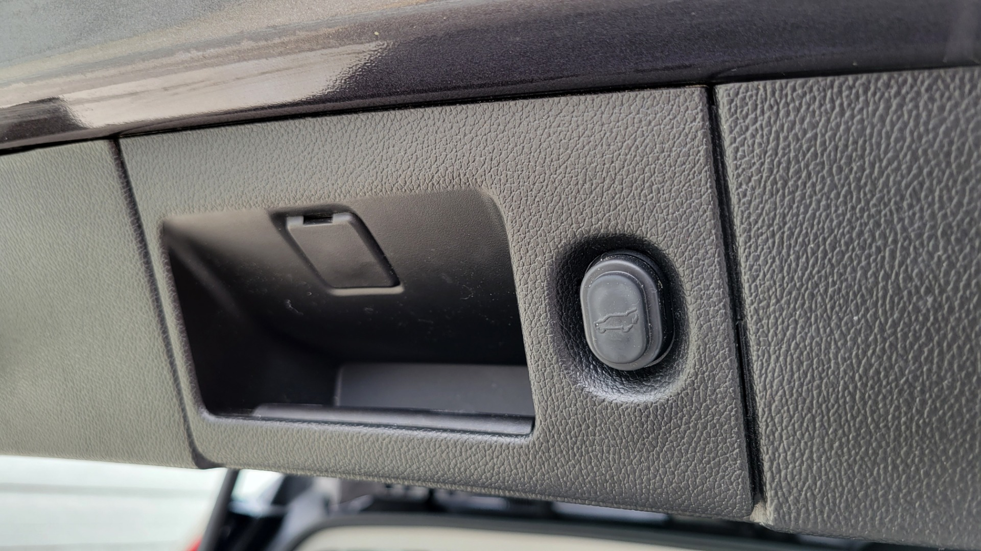 Used 2018 Cadillac ESCALADE ESV LUXURY 4WD / NAV / SUNROOF / ENTERTAIN / REARVIEW / 3-ROW for sale Sold at Formula Imports in Charlotte NC 28227 25