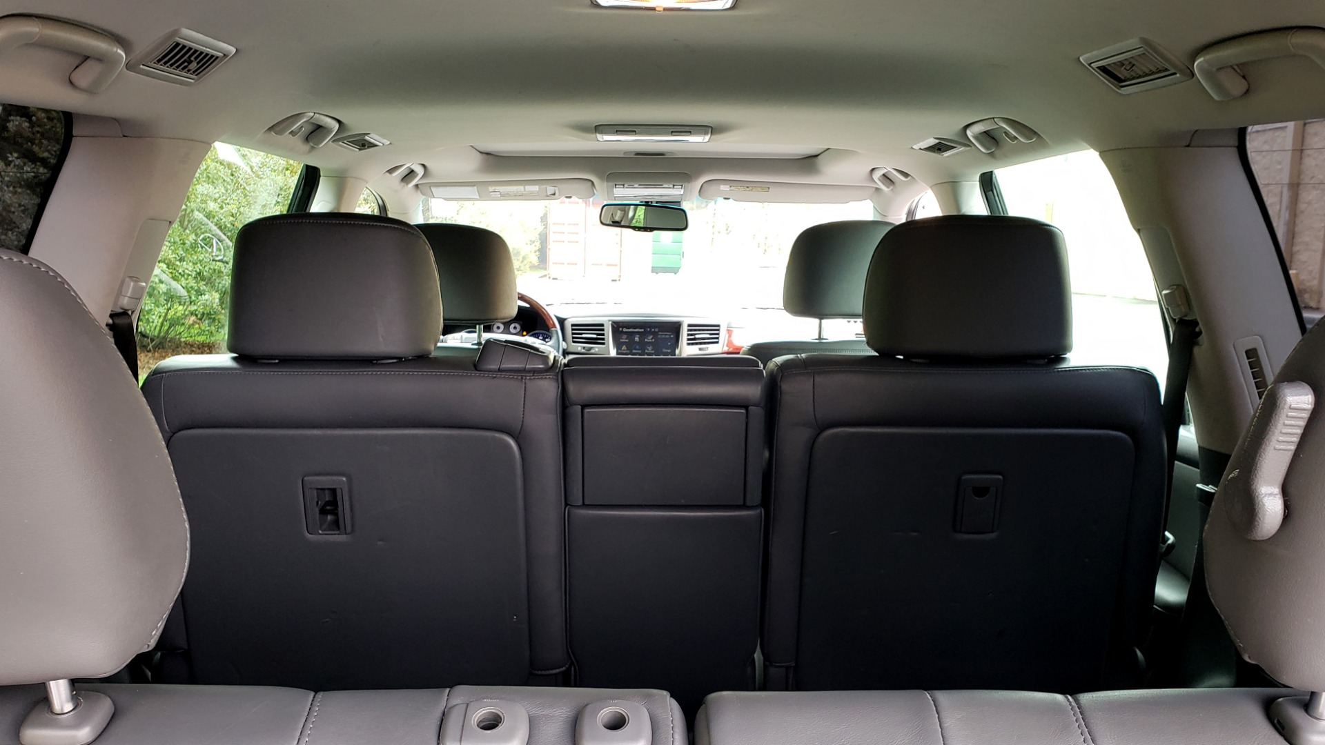 Used 2008 Lexus LX 570 4WD / TECH PKG / NAV / SUNROOF / MARK LEVINSON / PARK ASST for sale $22,995 at Formula Imports in Charlotte NC 28227 15