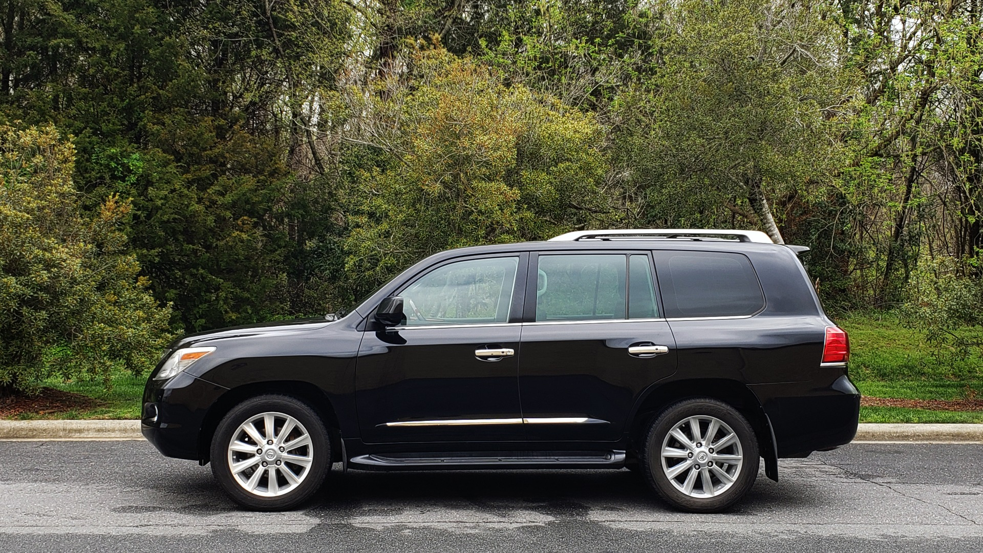 Used 2008 Lexus LX 570 4WD / TECH PKG / NAV / SUNROOF / MARK LEVINSON / PARK ASST for sale $22,995 at Formula Imports in Charlotte NC 28227 2