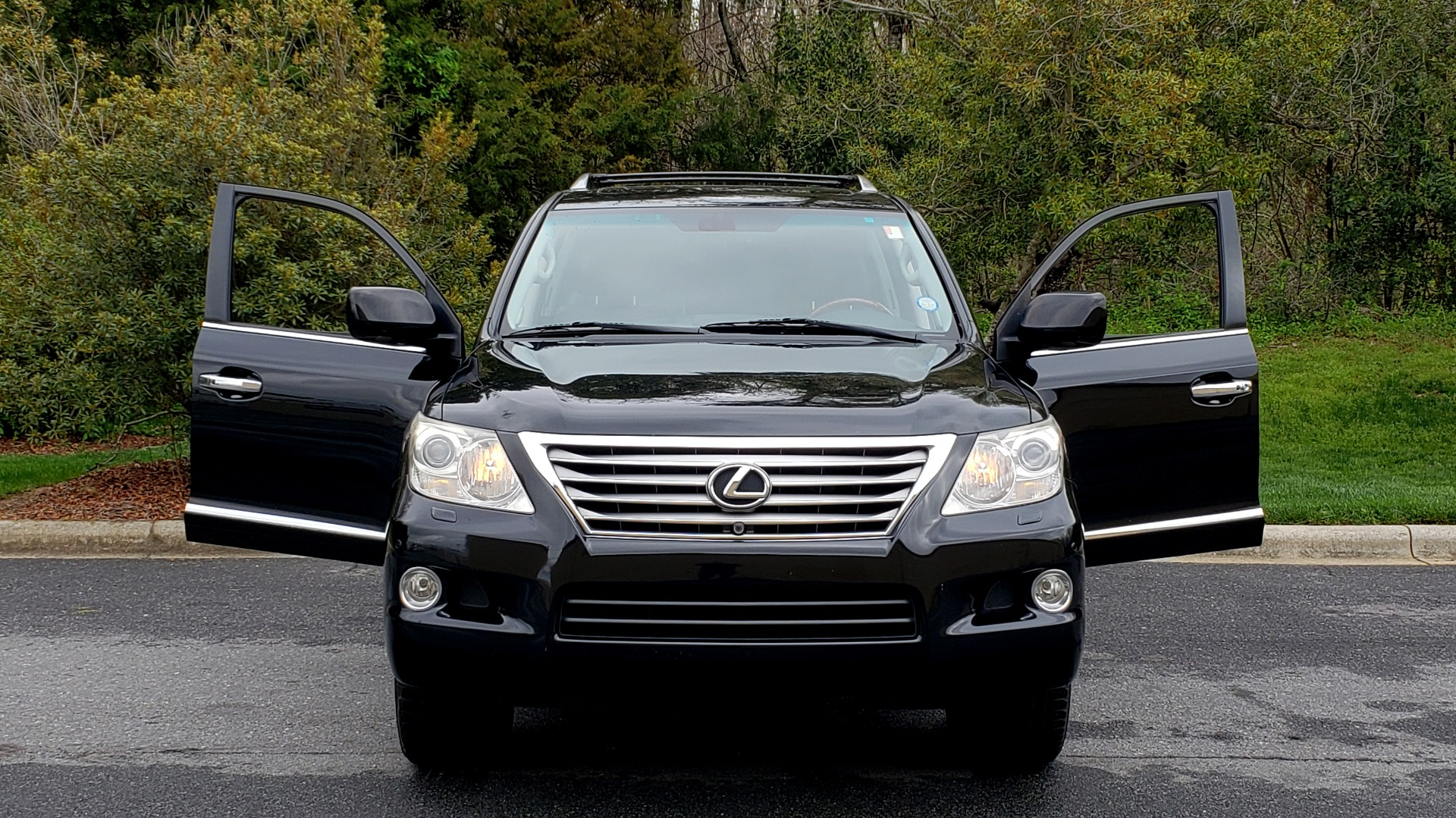 Used 2008 Lexus LX 570 4WD / TECH PKG / NAV / SUNROOF / MARK LEVINSON / PARK ASST for sale $22,995 at Formula Imports in Charlotte NC 28227 20