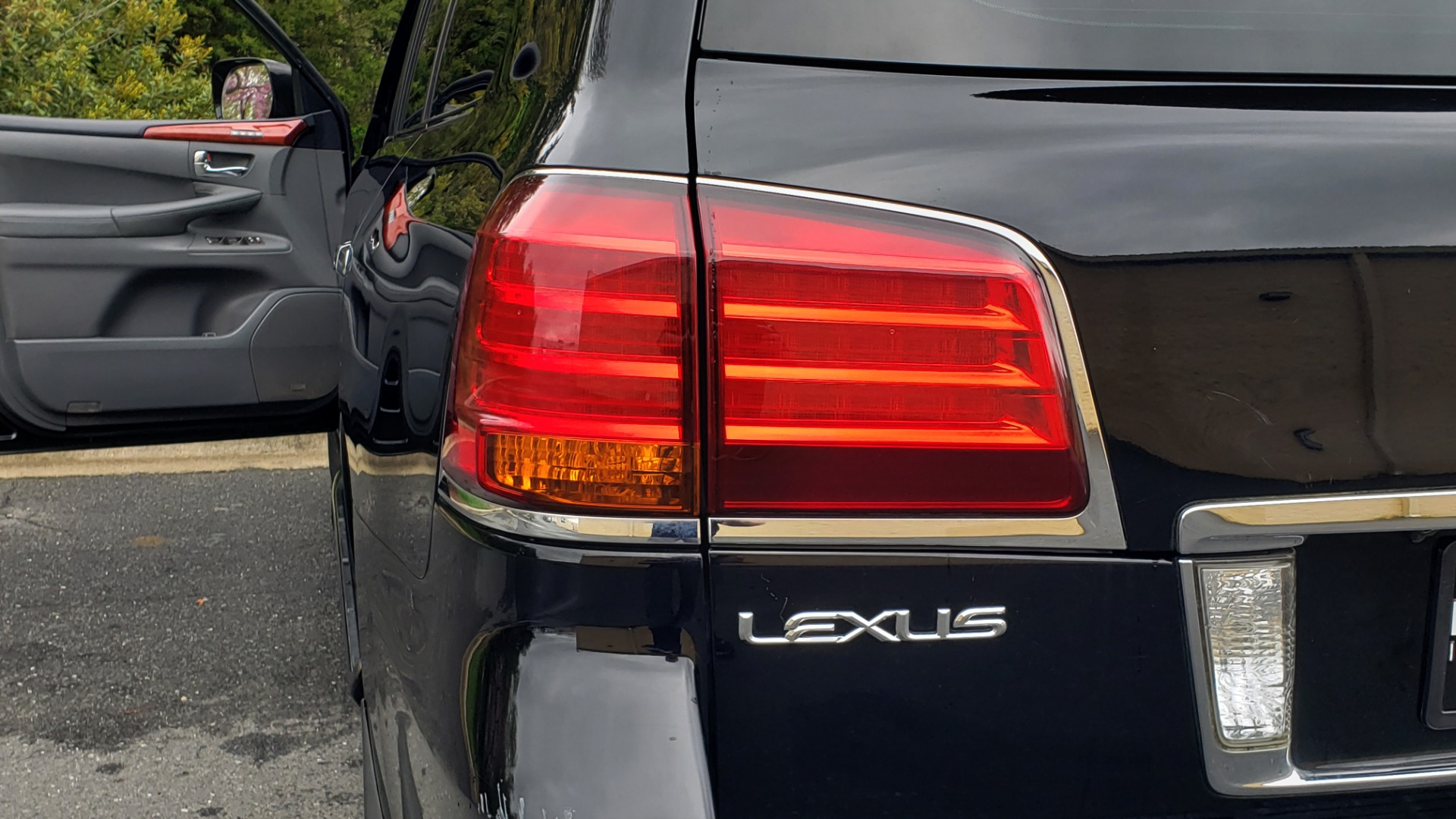 Used 2008 Lexus LX 570 4WD / TECH PKG / NAV / SUNROOF / MARK LEVINSON / PARK ASST for sale $22,995 at Formula Imports in Charlotte NC 28227 29