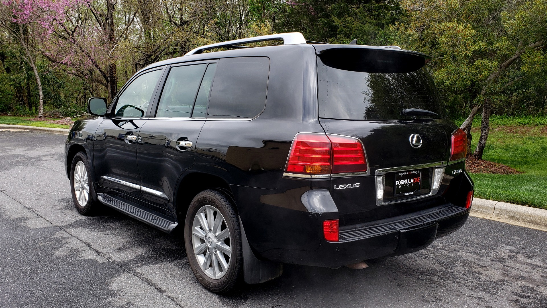 Used 2008 Lexus LX 570 4WD / TECH PKG / NAV / SUNROOF / MARK LEVINSON / PARK ASST for sale $22,995 at Formula Imports in Charlotte NC 28227 3