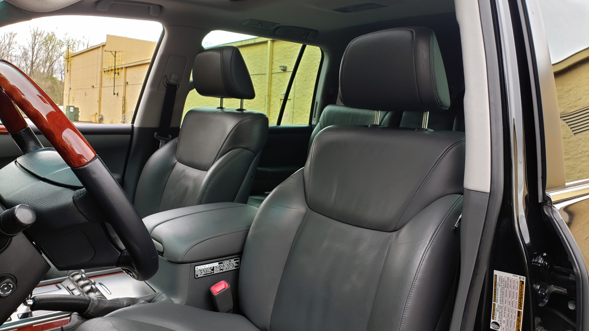 Used 2008 Lexus LX 570 4WD / TECH PKG / NAV / SUNROOF / MARK LEVINSON / PARK ASST for sale $22,995 at Formula Imports in Charlotte NC 28227 37
