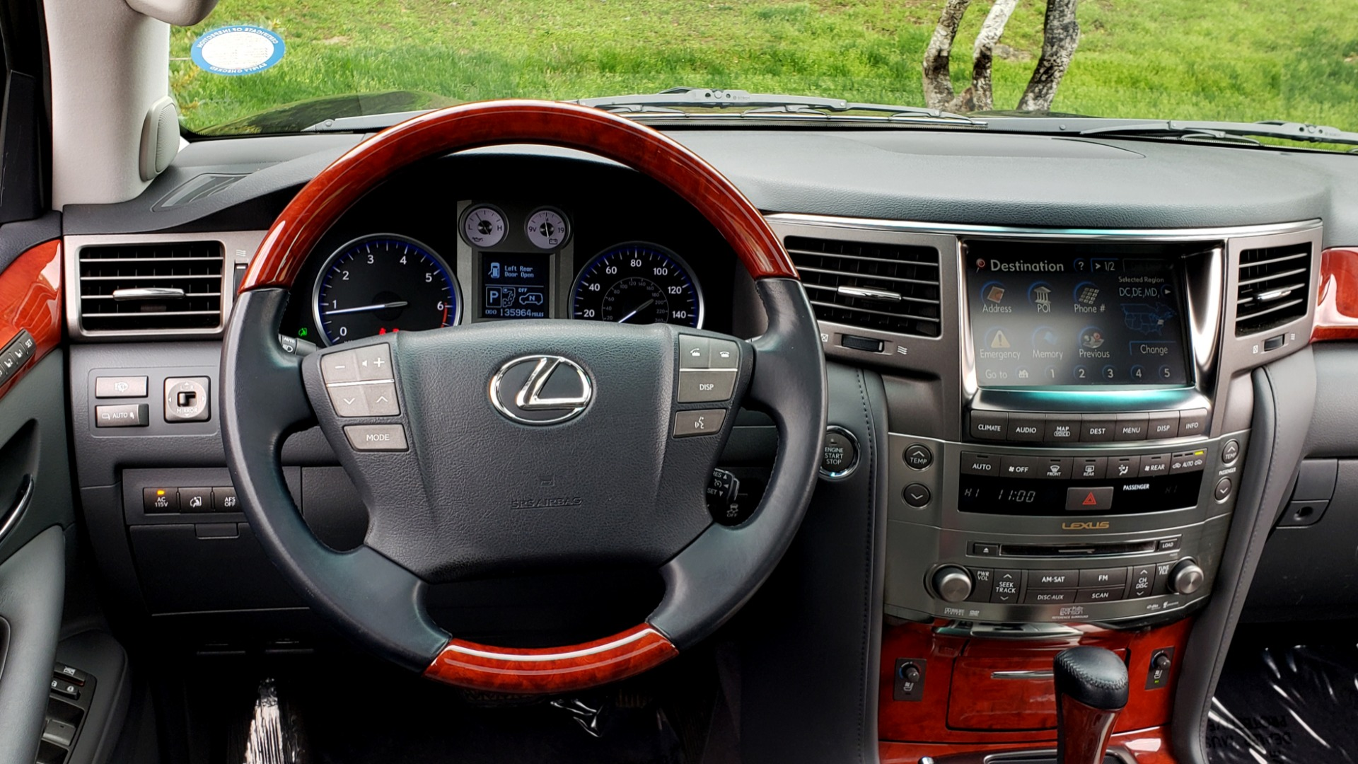 Used 2008 Lexus LX 570 4WD / TECH PKG / NAV / SUNROOF / MARK LEVINSON / PARK ASST for sale $22,995 at Formula Imports in Charlotte NC 28227 39