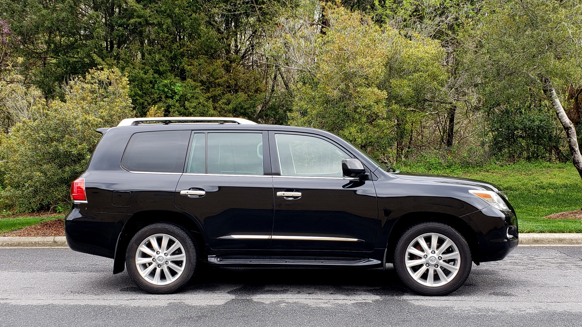 Used 2008 Lexus LX 570 4WD / TECH PKG / NAV / SUNROOF / MARK LEVINSON / PARK ASST for sale $22,995 at Formula Imports in Charlotte NC 28227 5