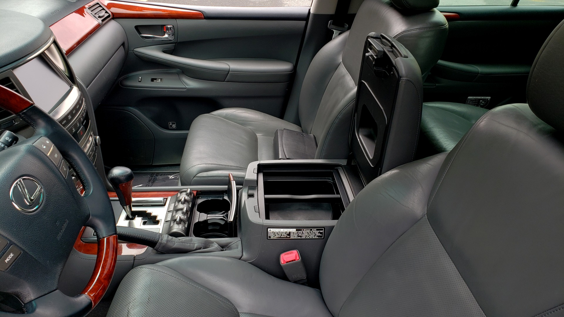 Used 2008 Lexus LX 570 4WD / TECH PKG / NAV / SUNROOF / MARK LEVINSON / PARK ASST for sale $22,995 at Formula Imports in Charlotte NC 28227 59