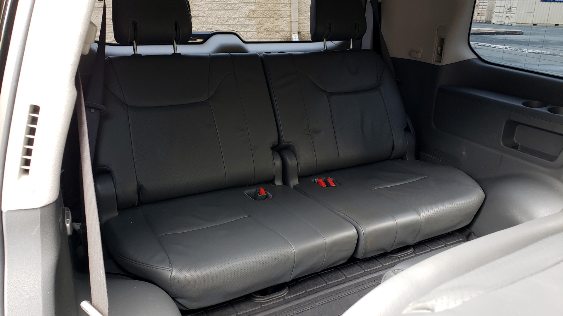 Used 2008 Lexus LX 570 4WD / TECH PKG / NAV / SUNROOF / MARK LEVINSON / PARK ASST for sale $22,995 at Formula Imports in Charlotte NC 28227 65