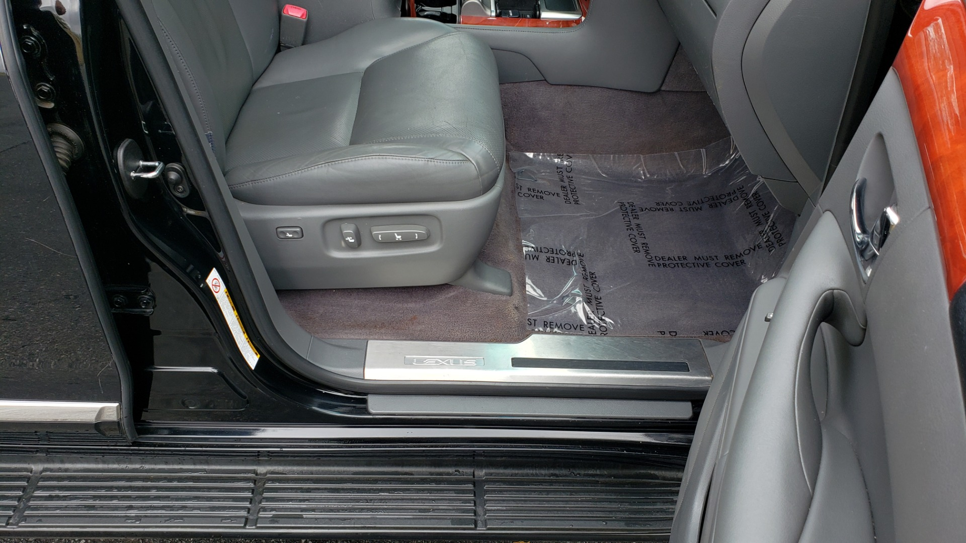 Used 2008 Lexus LX 570 4WD / TECH PKG / NAV / SUNROOF / MARK LEVINSON / PARK ASST for sale $22,995 at Formula Imports in Charlotte NC 28227 70