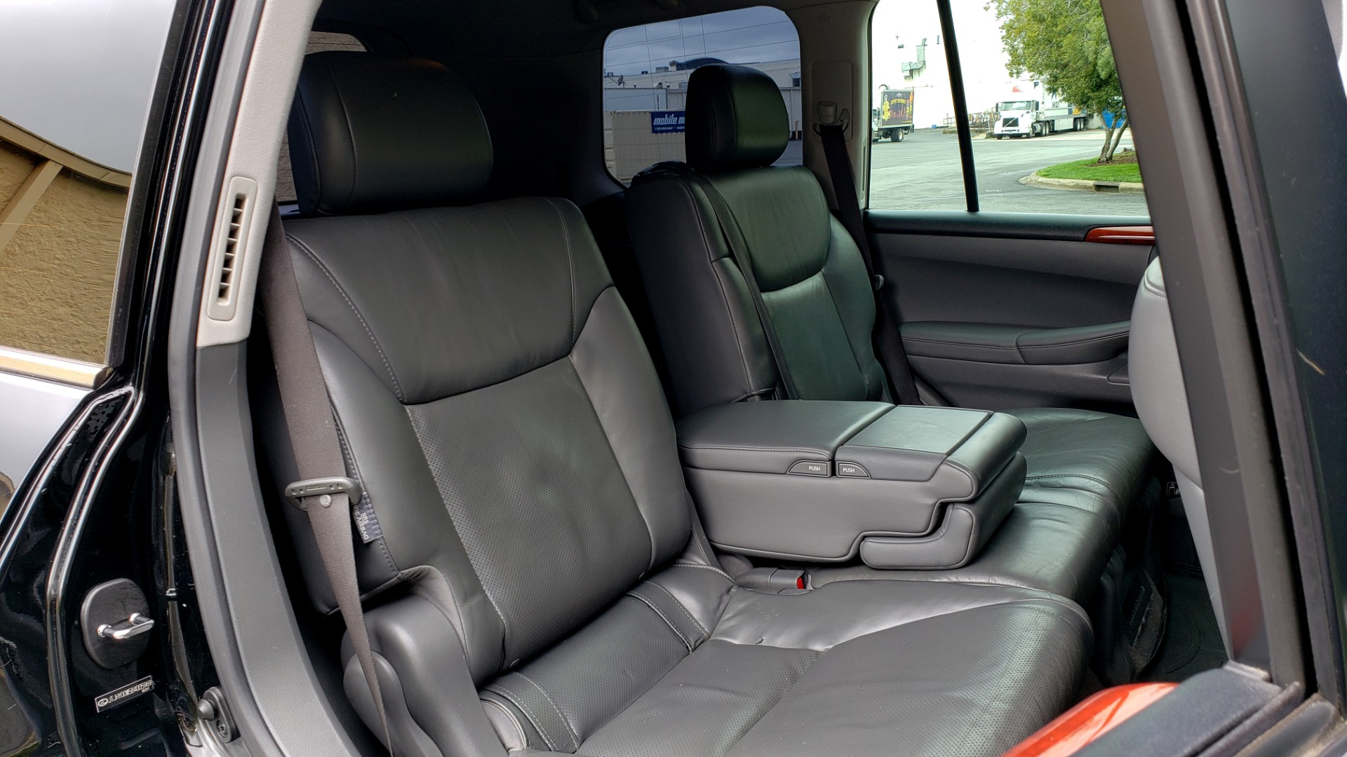 Used 2008 Lexus LX 570 4WD / TECH PKG / NAV / SUNROOF / MARK LEVINSON / PARK ASST for sale $22,995 at Formula Imports in Charlotte NC 28227 78