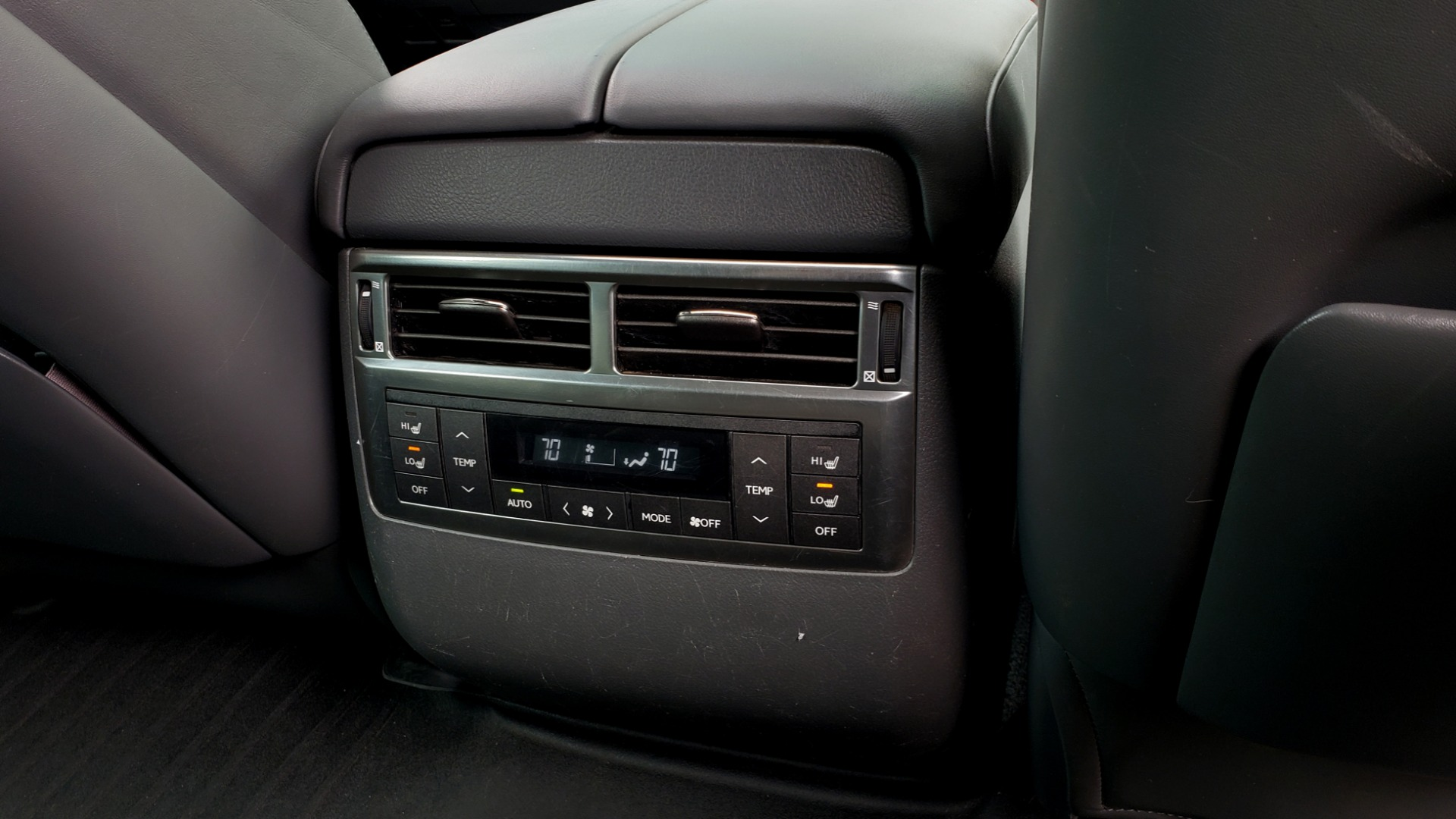 Used 2008 Lexus LX 570 4WD / TECH PKG / NAV / SUNROOF / MARK LEVINSON / PARK ASST for sale $22,995 at Formula Imports in Charlotte NC 28227 81
