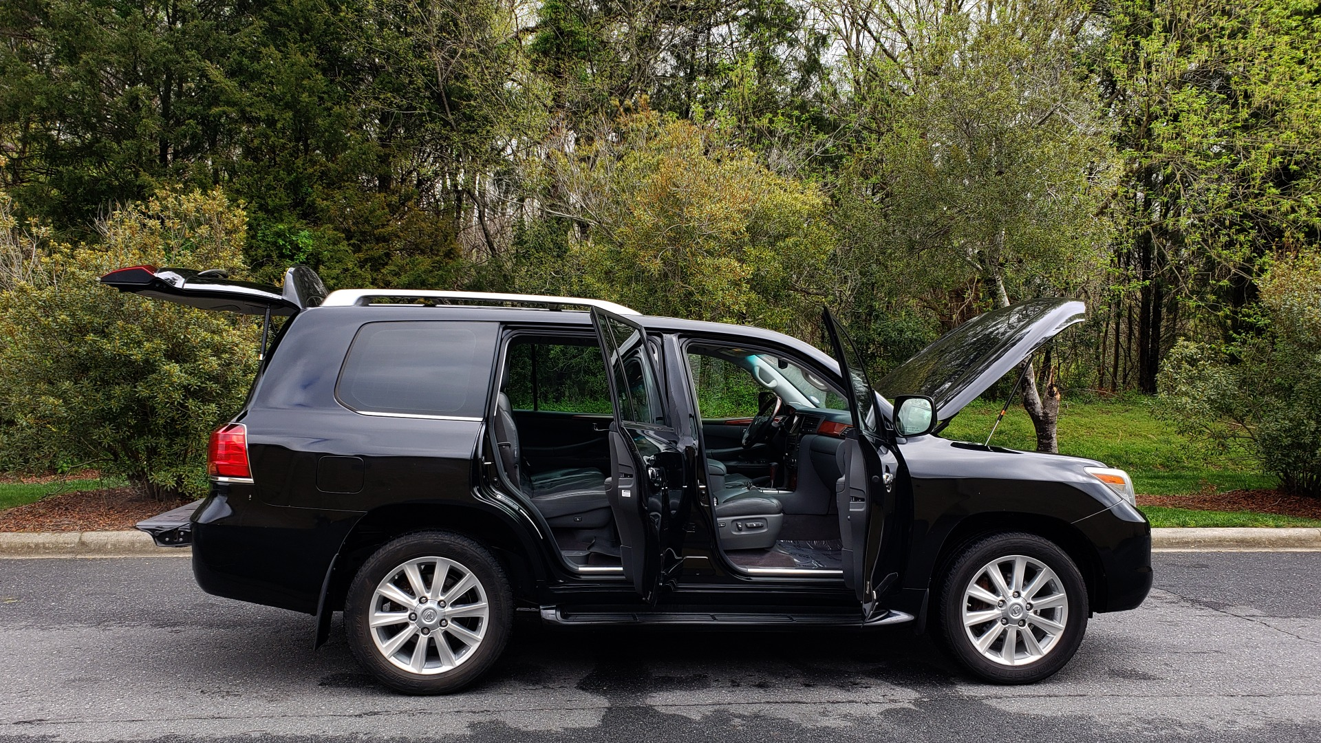 Used 2008 Lexus LX 570 4WD / TECH PKG / NAV / SUNROOF / MARK LEVINSON / PARK ASST for sale $22,995 at Formula Imports in Charlotte NC 28227 9