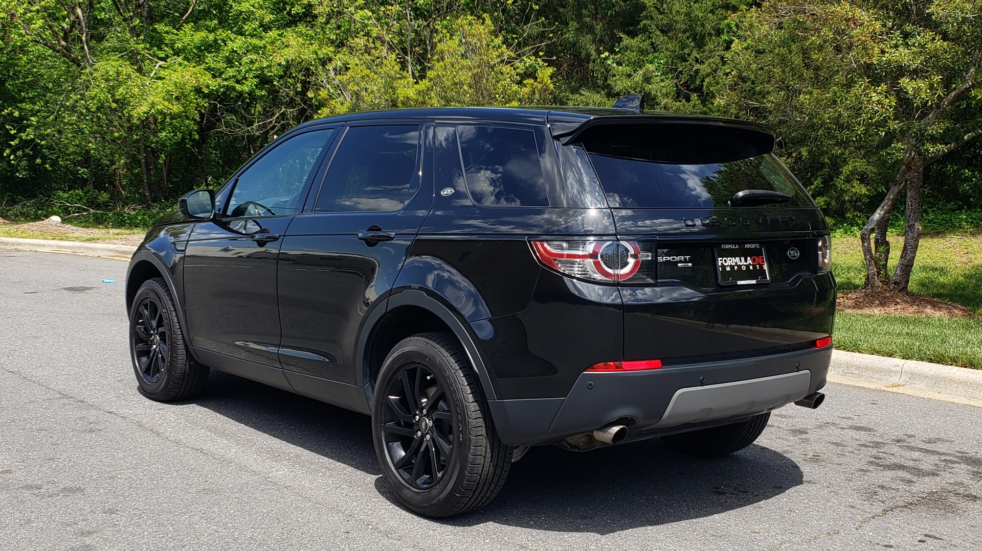 Used 2017 Land Rover DISCOVERY SPORT HSE / NAV / PANO-ROOF / REARVIEW / HTD STS / LANE DEPART for sale Sold at Formula Imports in Charlotte NC 28227 3