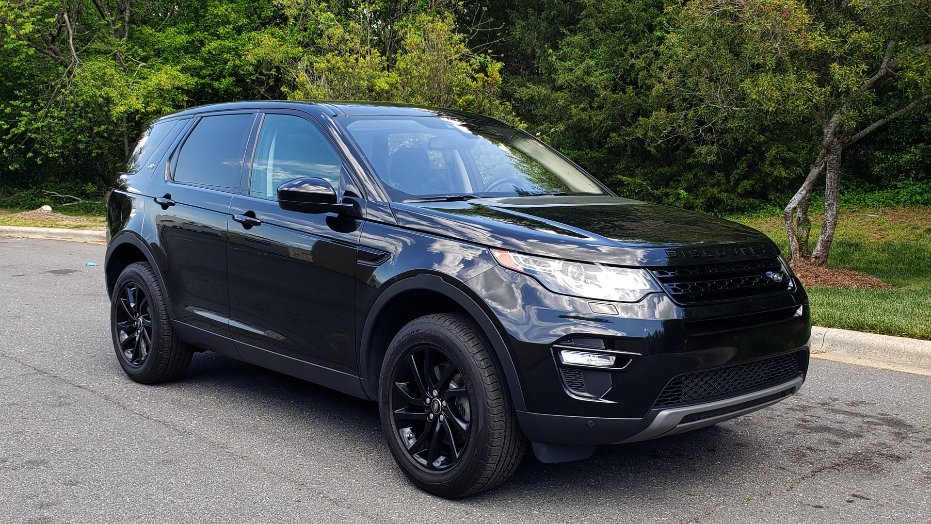 Used 2017 Land Rover DISCOVERY SPORT HSE / NAV / PANO-ROOF / REARVIEW / HTD STS / LANE DEPART for sale Sold at Formula Imports in Charlotte NC 28227 4