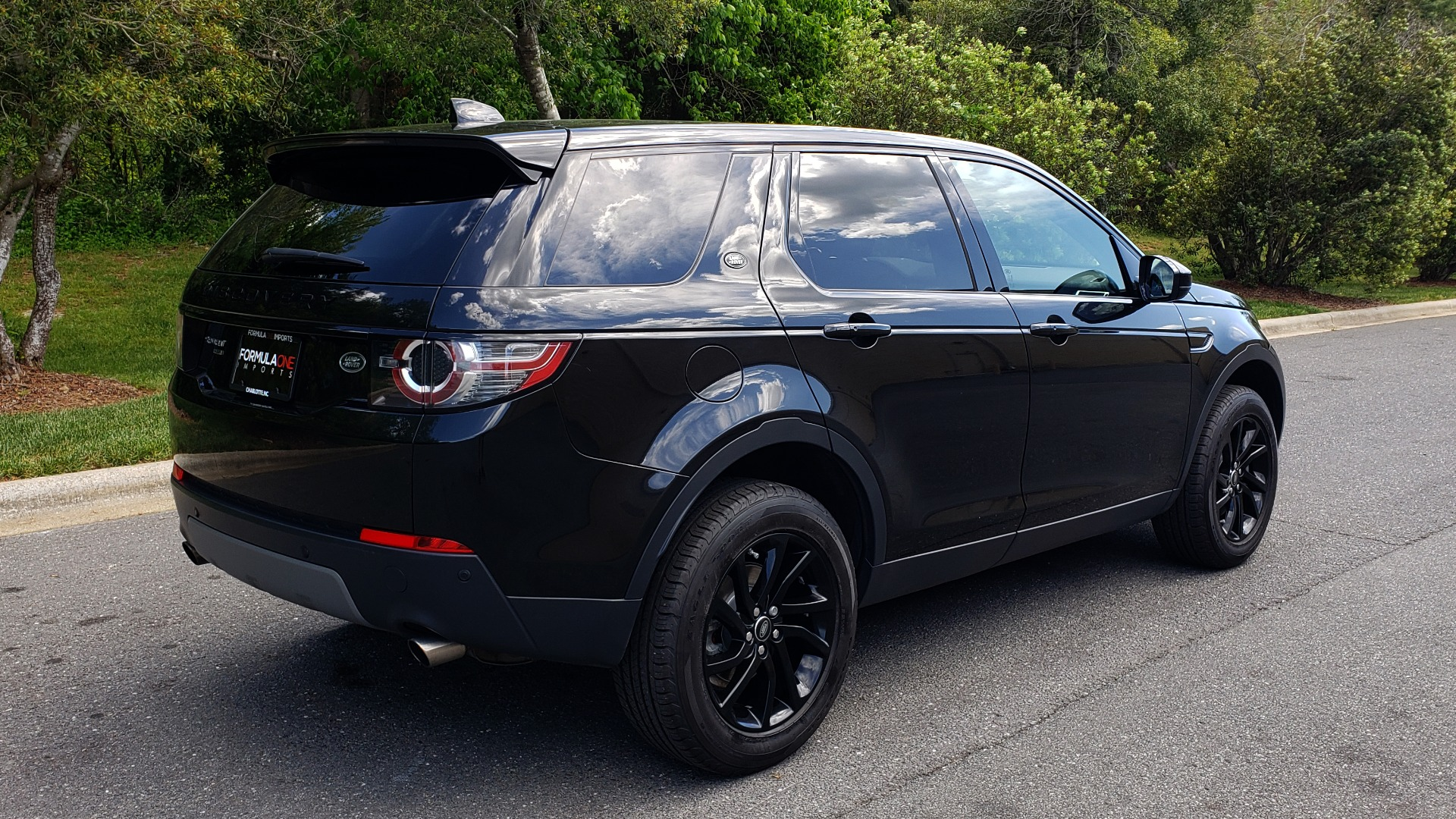 Used 2017 Land Rover DISCOVERY SPORT HSE / NAV / PANO-ROOF / REARVIEW / HTD STS / LANE DEPART for sale Sold at Formula Imports in Charlotte NC 28227 6