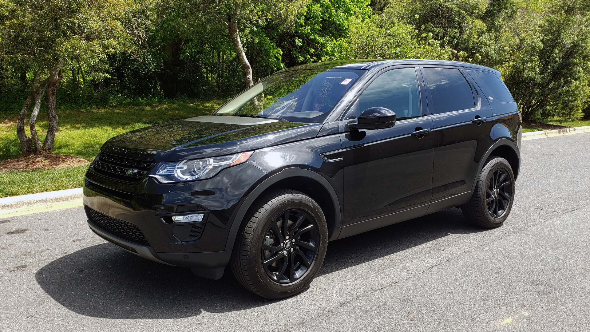 Used 2017 Land Rover DISCOVERY SPORT HSE / NAV / PANO-ROOF / REARVIEW / HTD STS / LANE DEPART for sale Sold at Formula Imports in Charlotte NC 28227 1