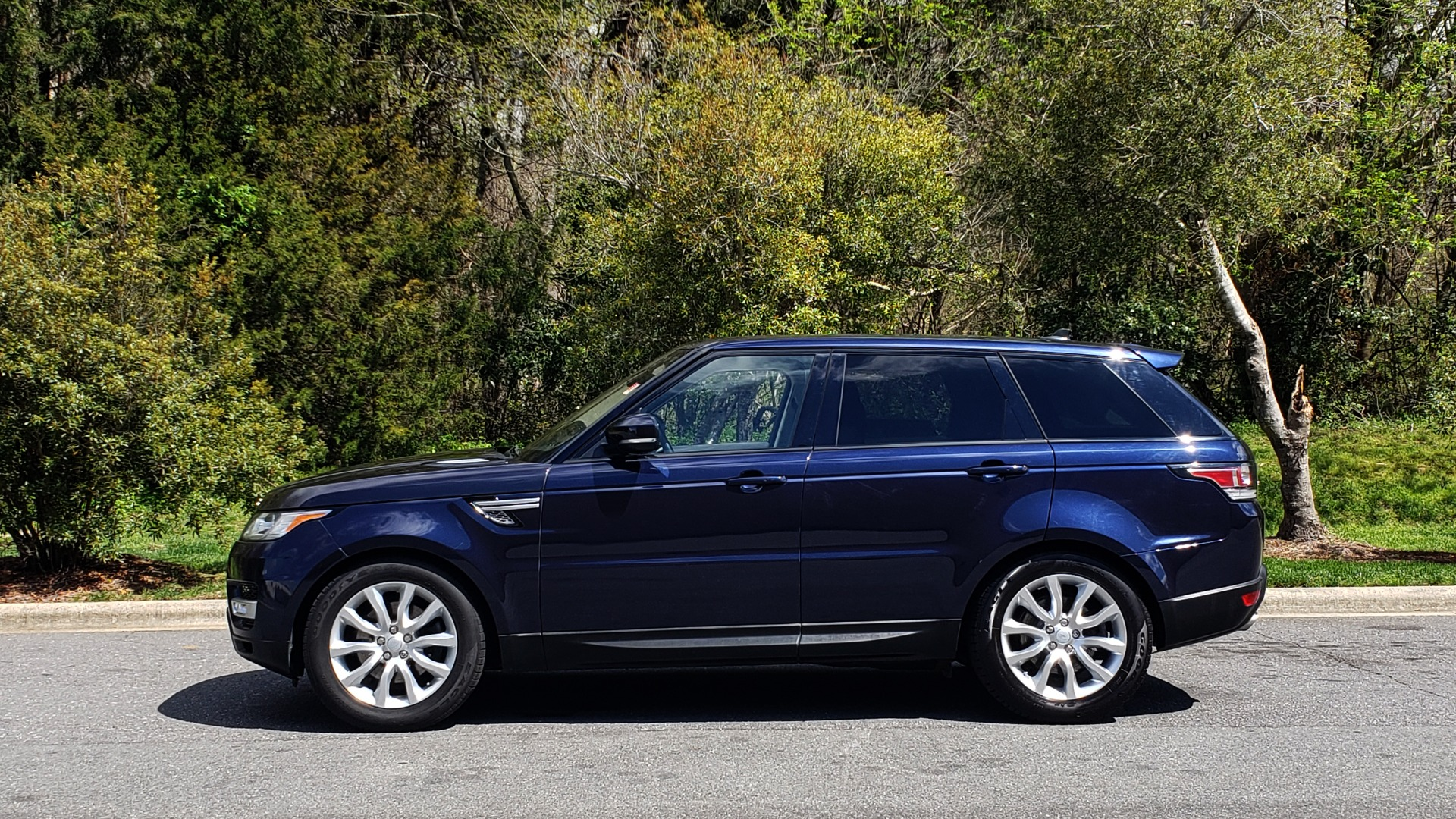 Used 2016 Land Rover RANGE ROVER SPORT SC V6 HSE / 4WD / NAV / PANO-ROOF / REARVIEW / CLIMATE & VISIBILITY for sale Sold at Formula Imports in Charlotte NC 28227 2